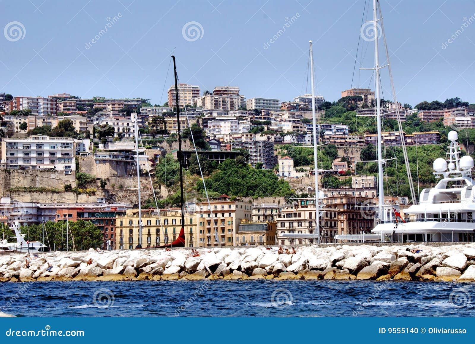 Mergellina Naples d image de falaises