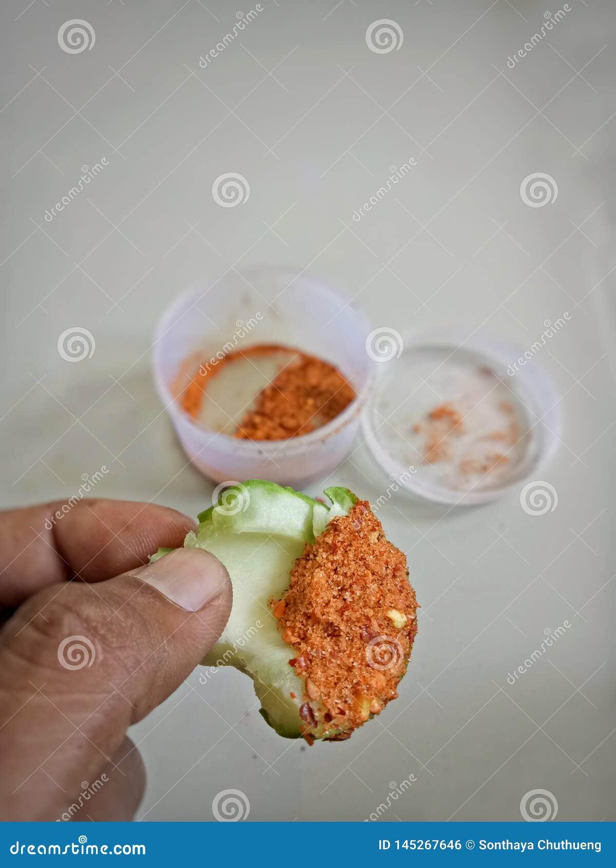 Mergulho da manga com pimenta e sal