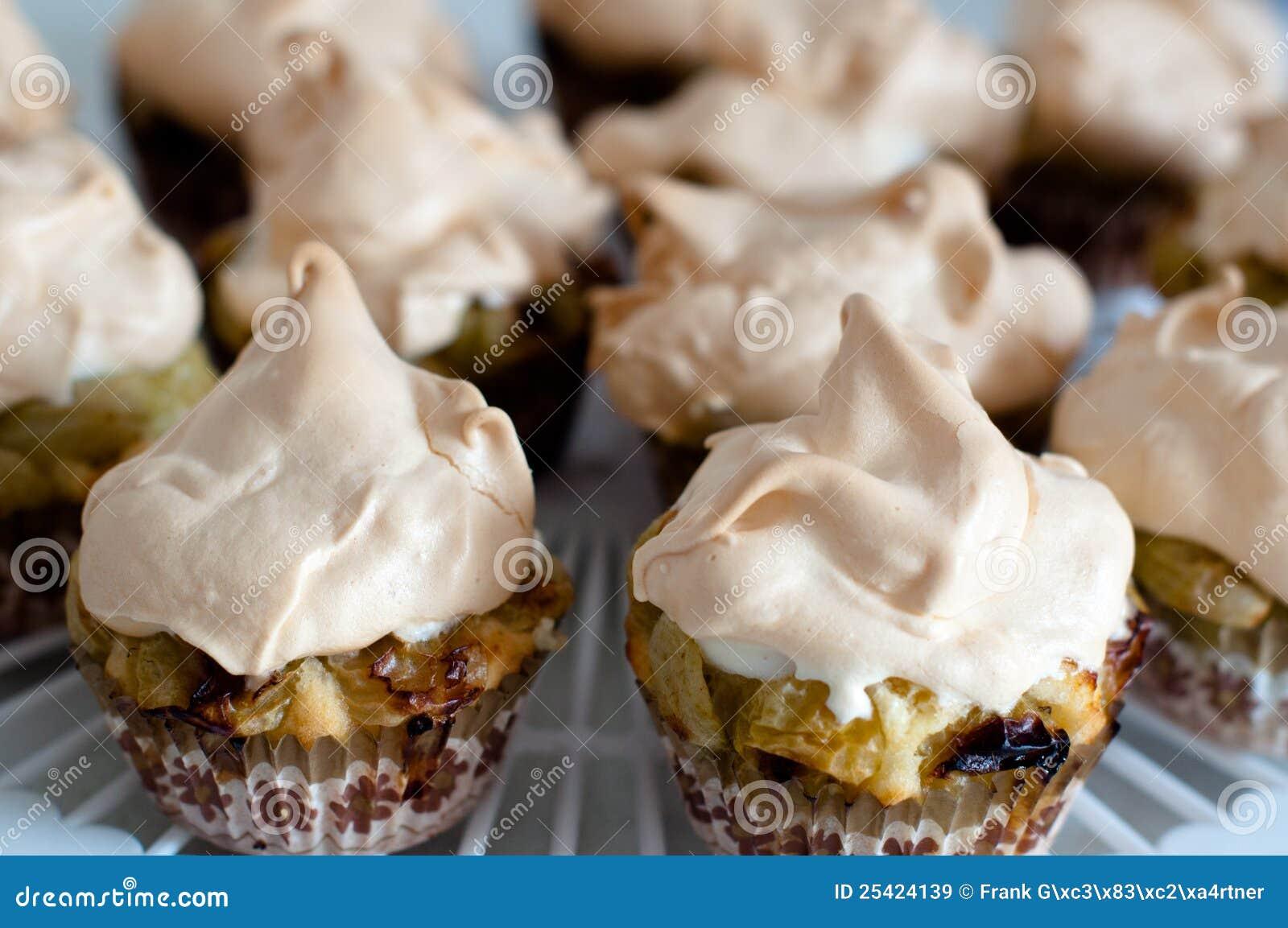 Meringue крыжовника пирожнй
