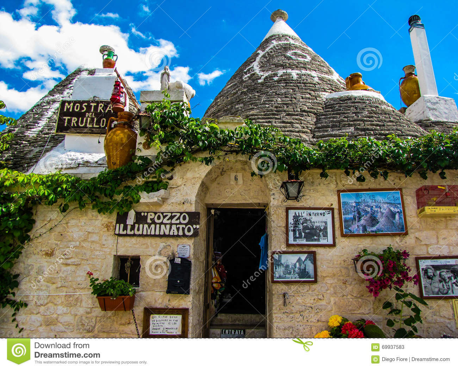 Merkwürdige Häuser In Alberobello, Italien Stockbild - Bild von ...