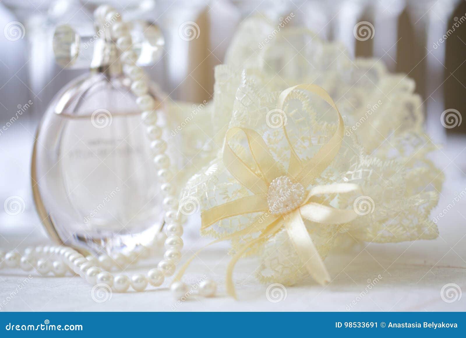 Merletti la giarrettiera di nozze della sposa, serie di perle