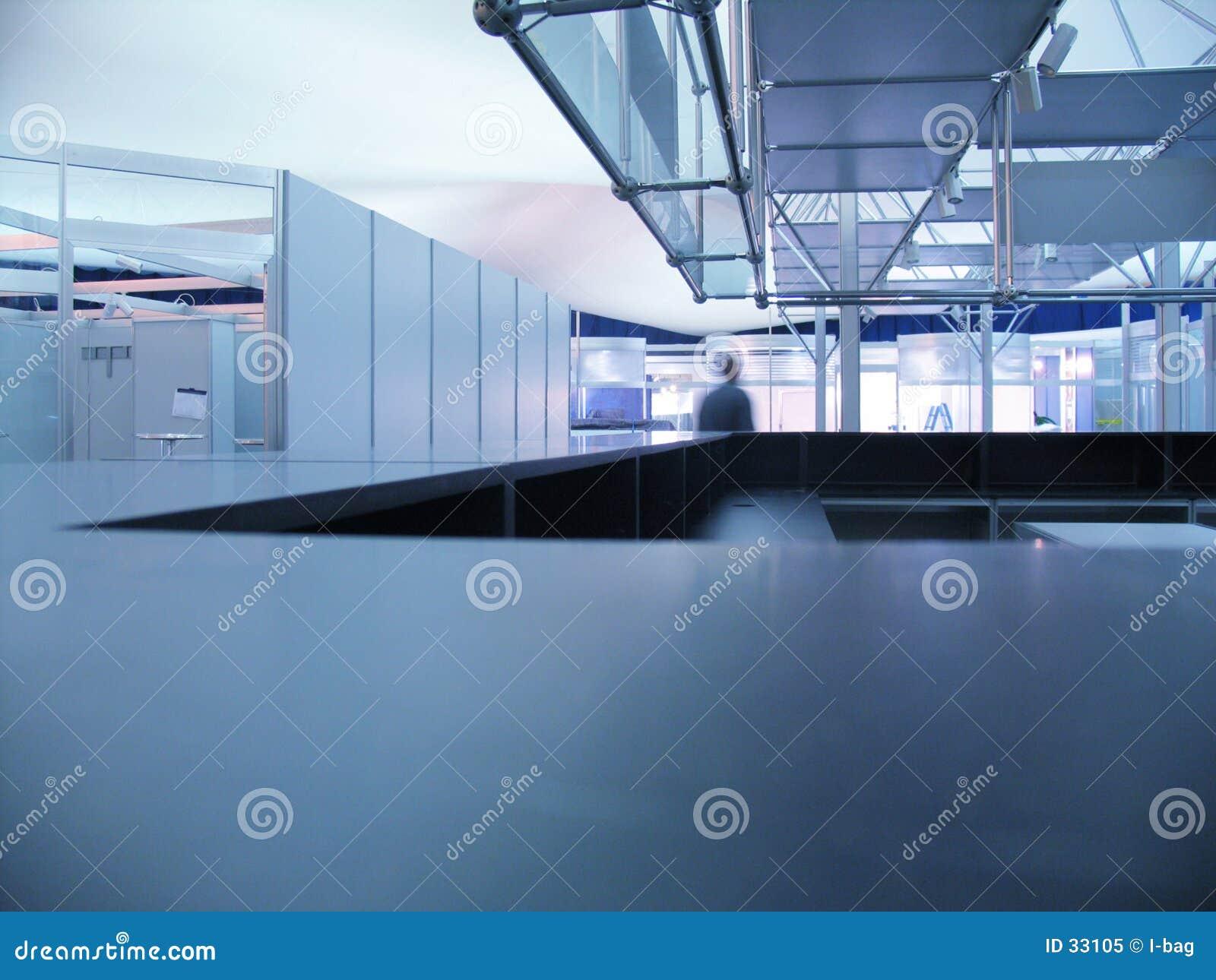 Mesa azul da informação da exposição