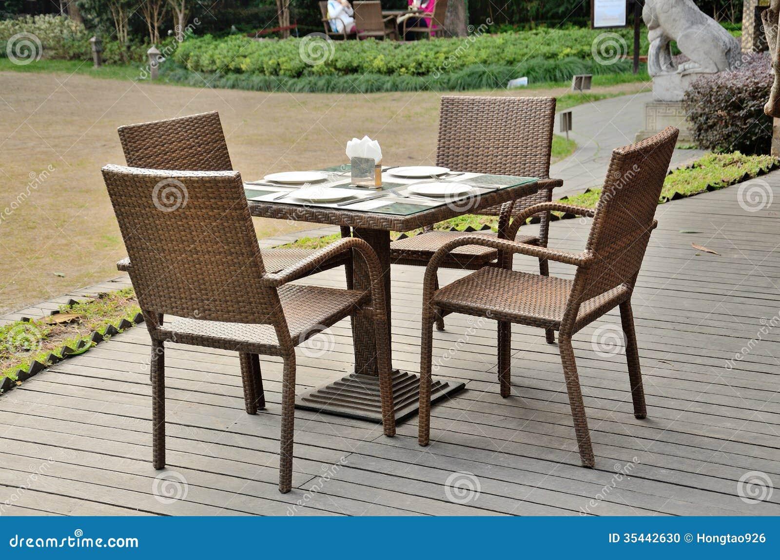 mesa de comedor al aire libre foto de archivo imagen