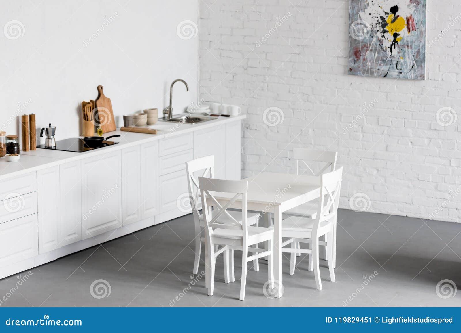 Mesa De Comedor Blanca En La Cocina Moderna Con Blanco ...