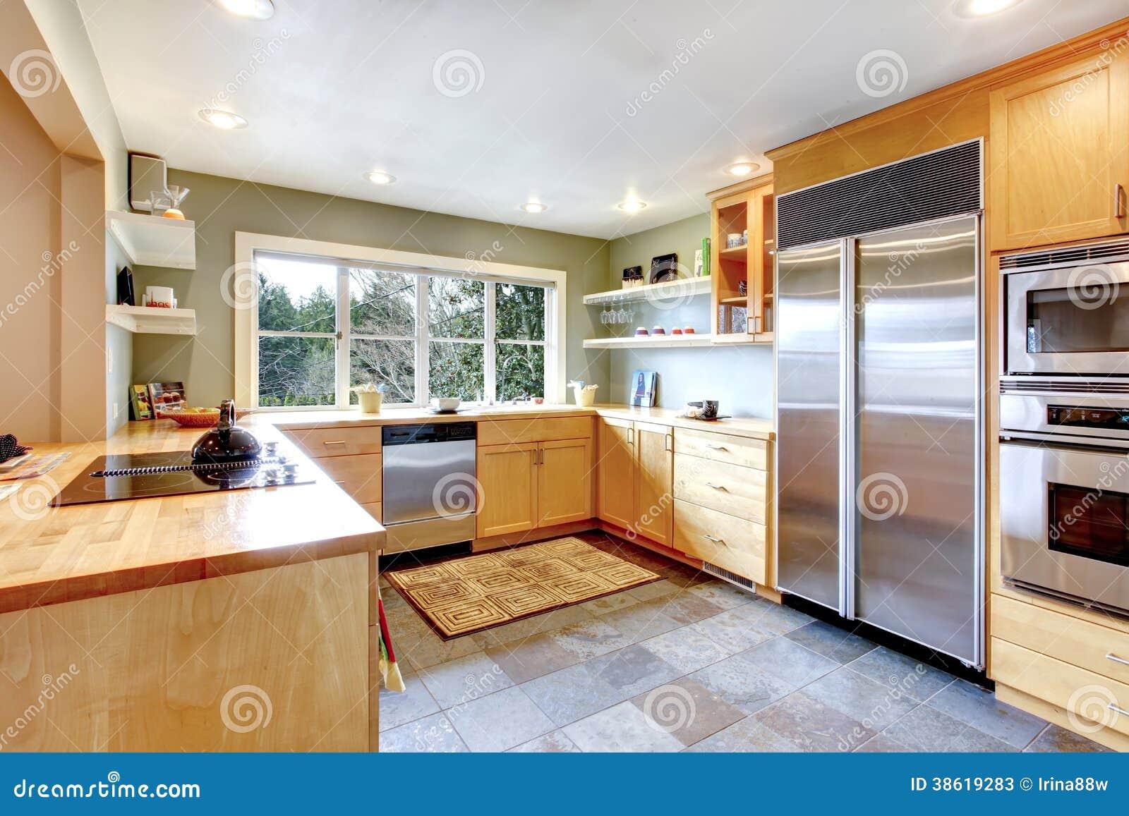 Mesa de comedor servida en un cuarto brillante de la - Comedor en la cocina ...