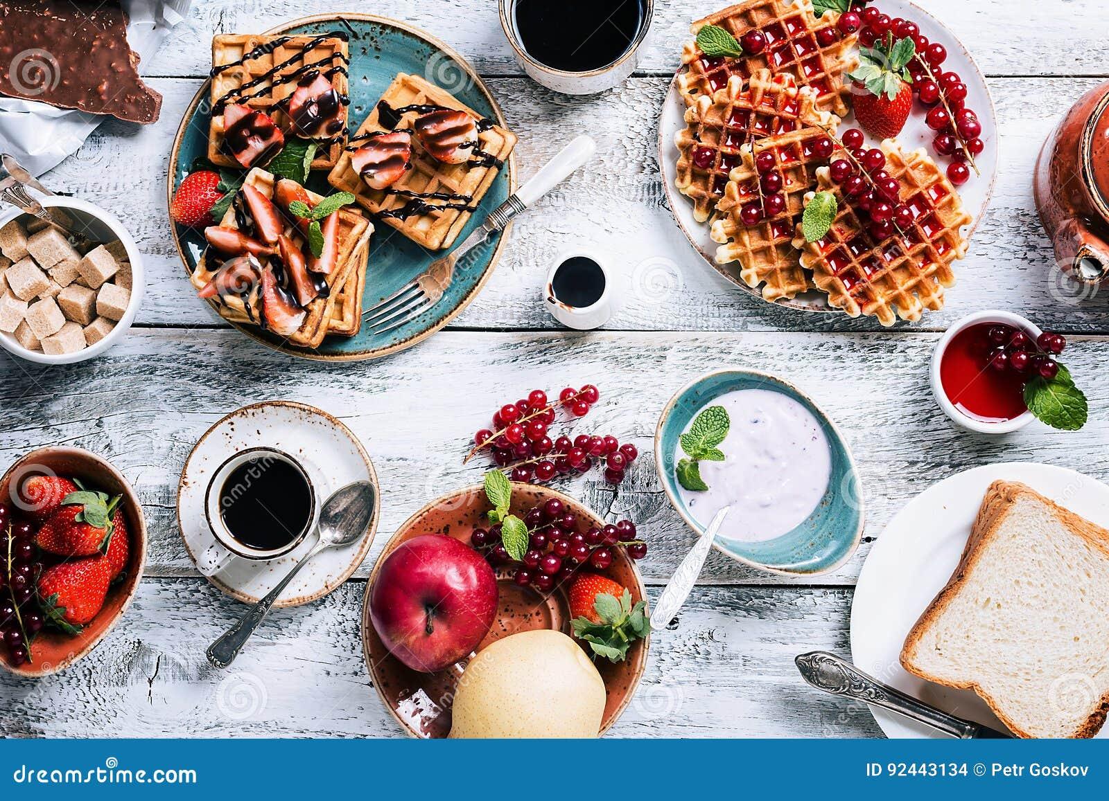 Mesa de desayuno con las galletas
