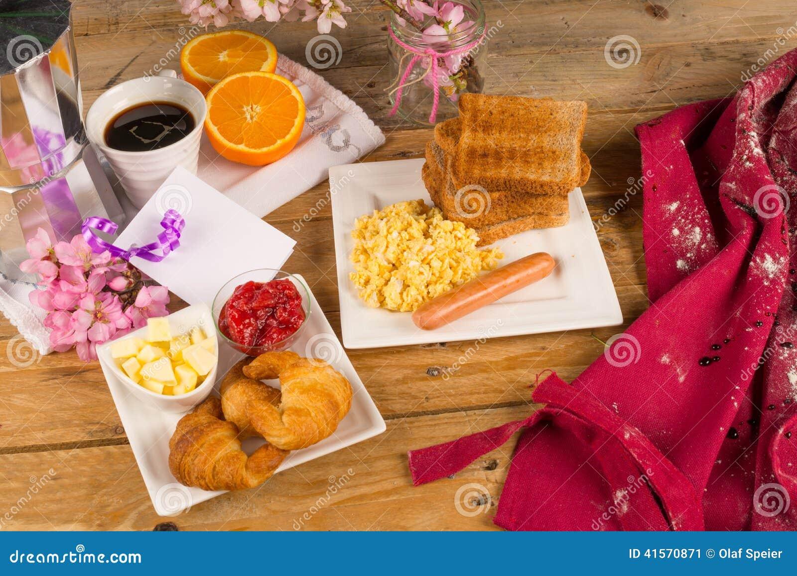 Mesa de desayuno del d a de fiesta foto de archivo for Mesa desayuno