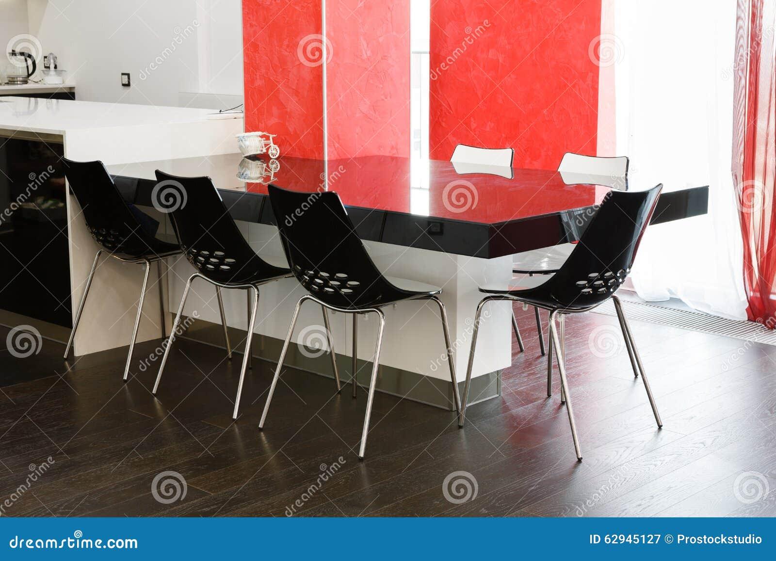 Mesa De Jantar Moderna Na Sala De Jantar Ou Na Cozinha Foto de Stock ...