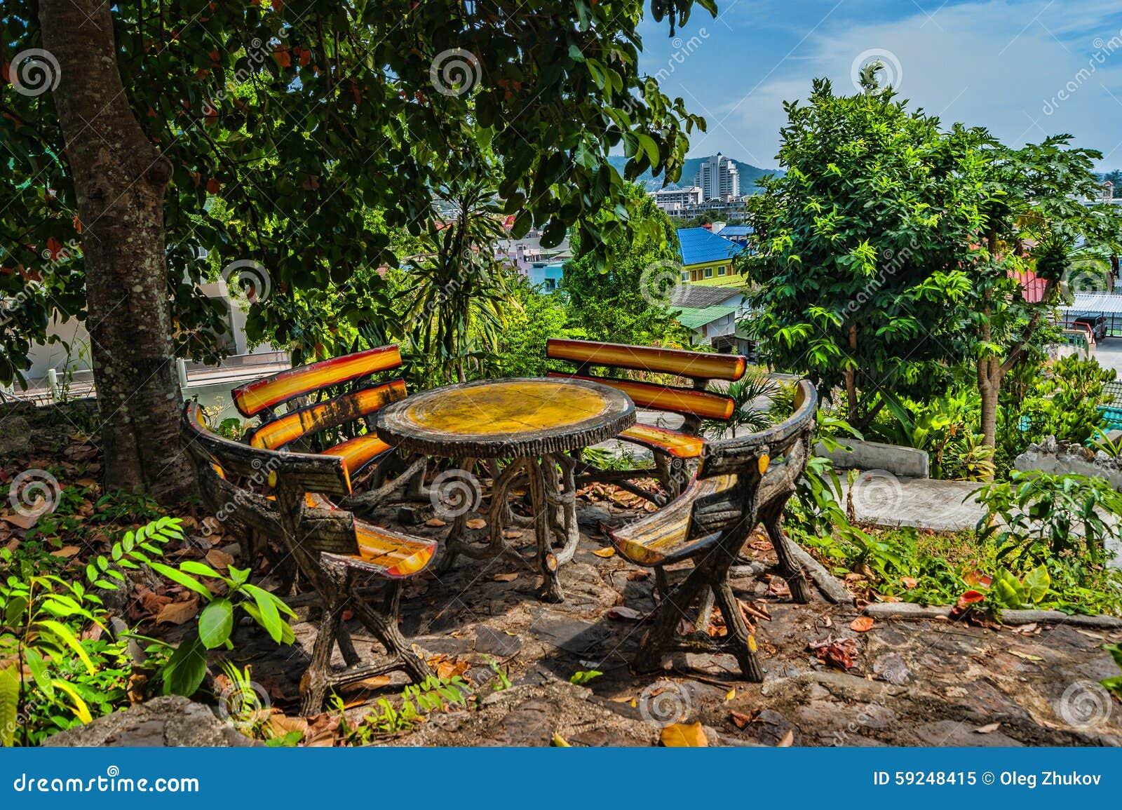 Mesa de picnic del aire abierto