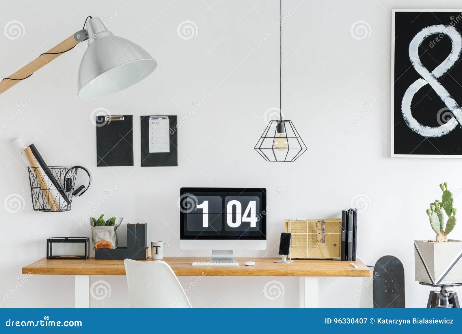 Mesa organizada poço