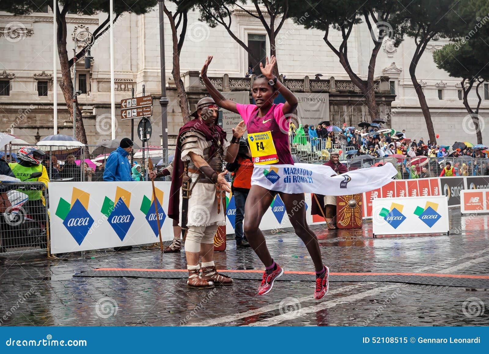 Meseret Kitata Tolwak, ganhado a raça das mulheres na 21th Roma março