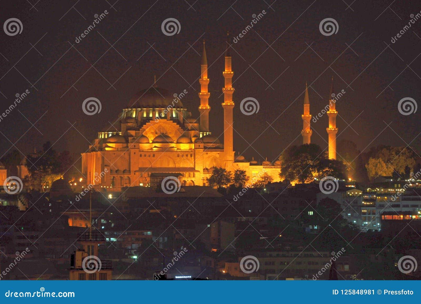 Mesquita azul Sultan Ahmed Mosque na noite, Istambul, Turquia