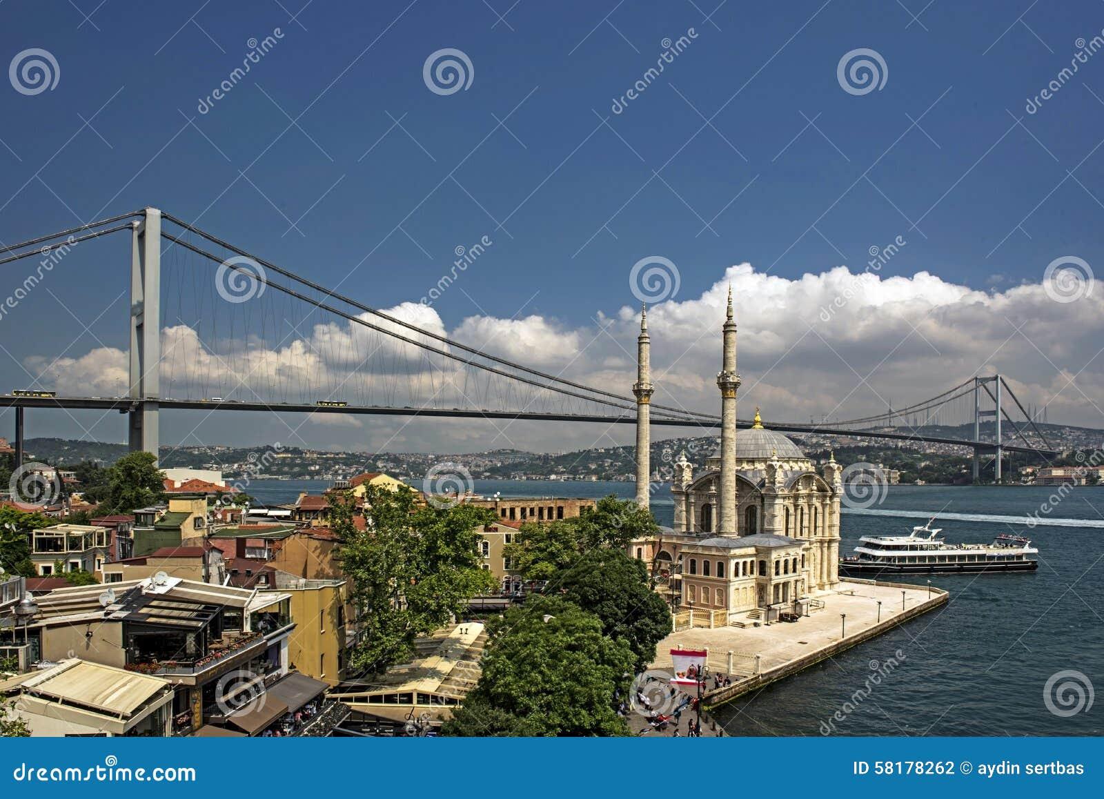 Mesquita de Ortakoy e ponte de Bosphorus