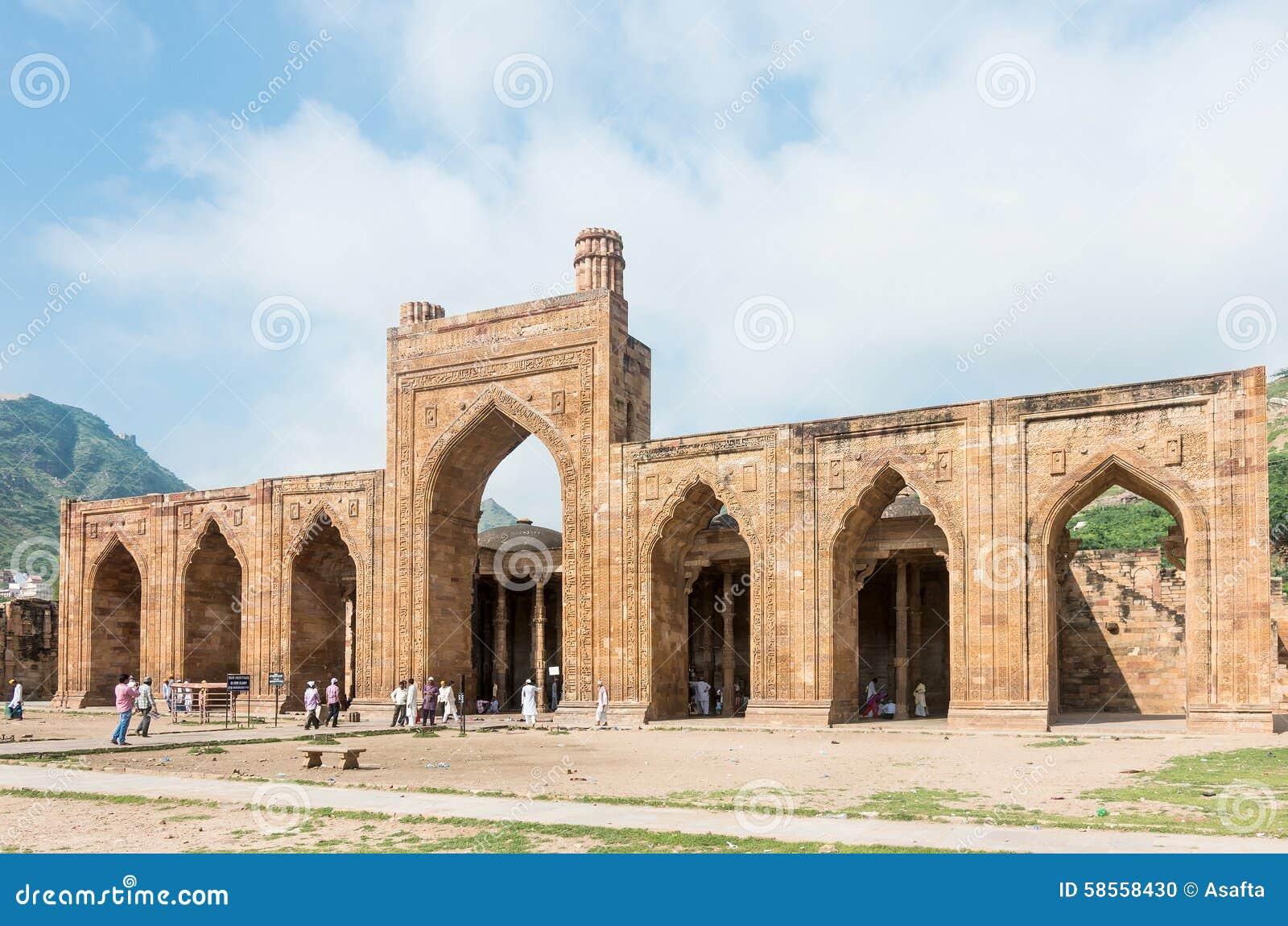 Mesquita do ka-Jhonpra do Adhai-ruído em Ajmer