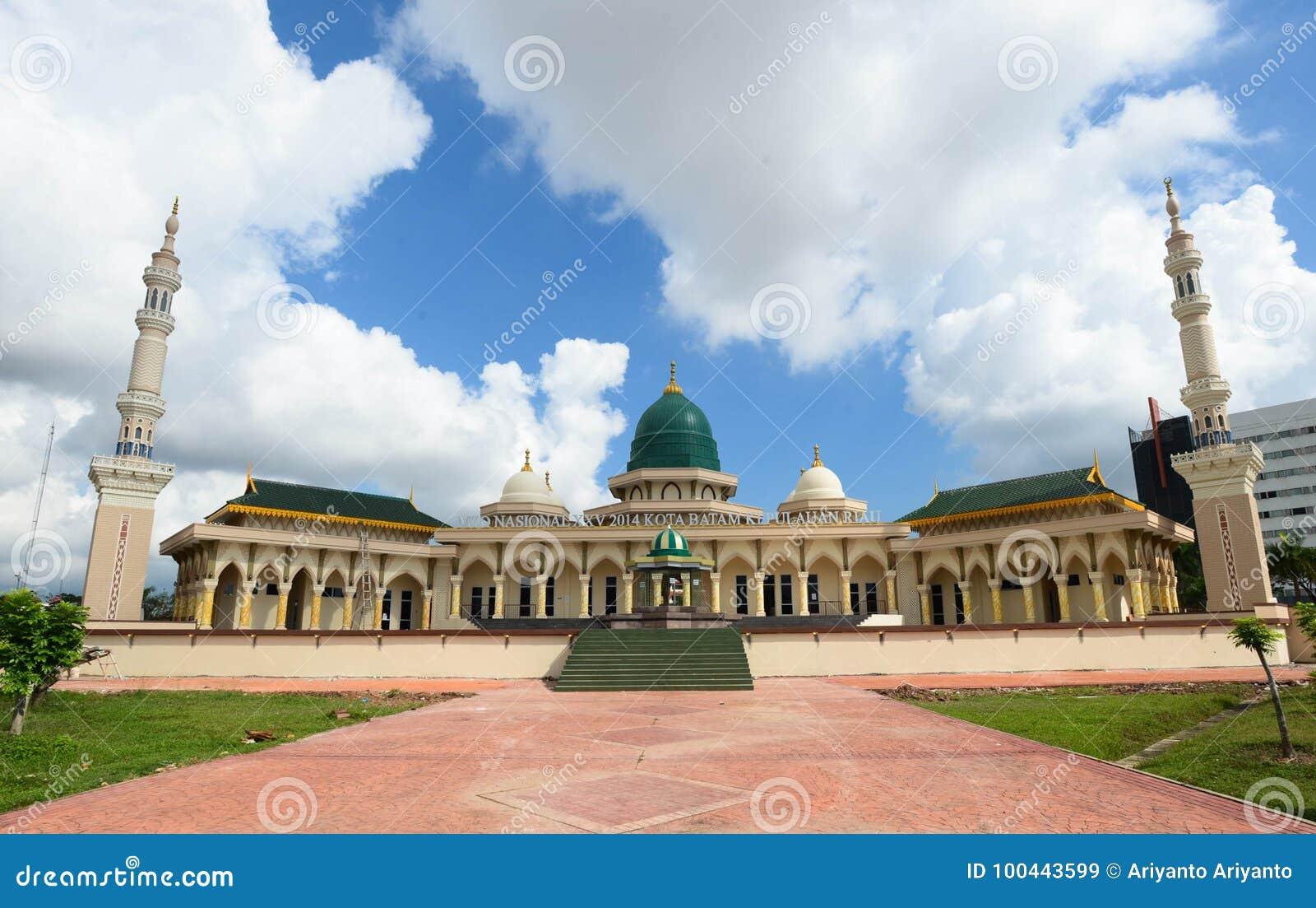 Mesquita moderna um lugar de culto para seguidores do Islã