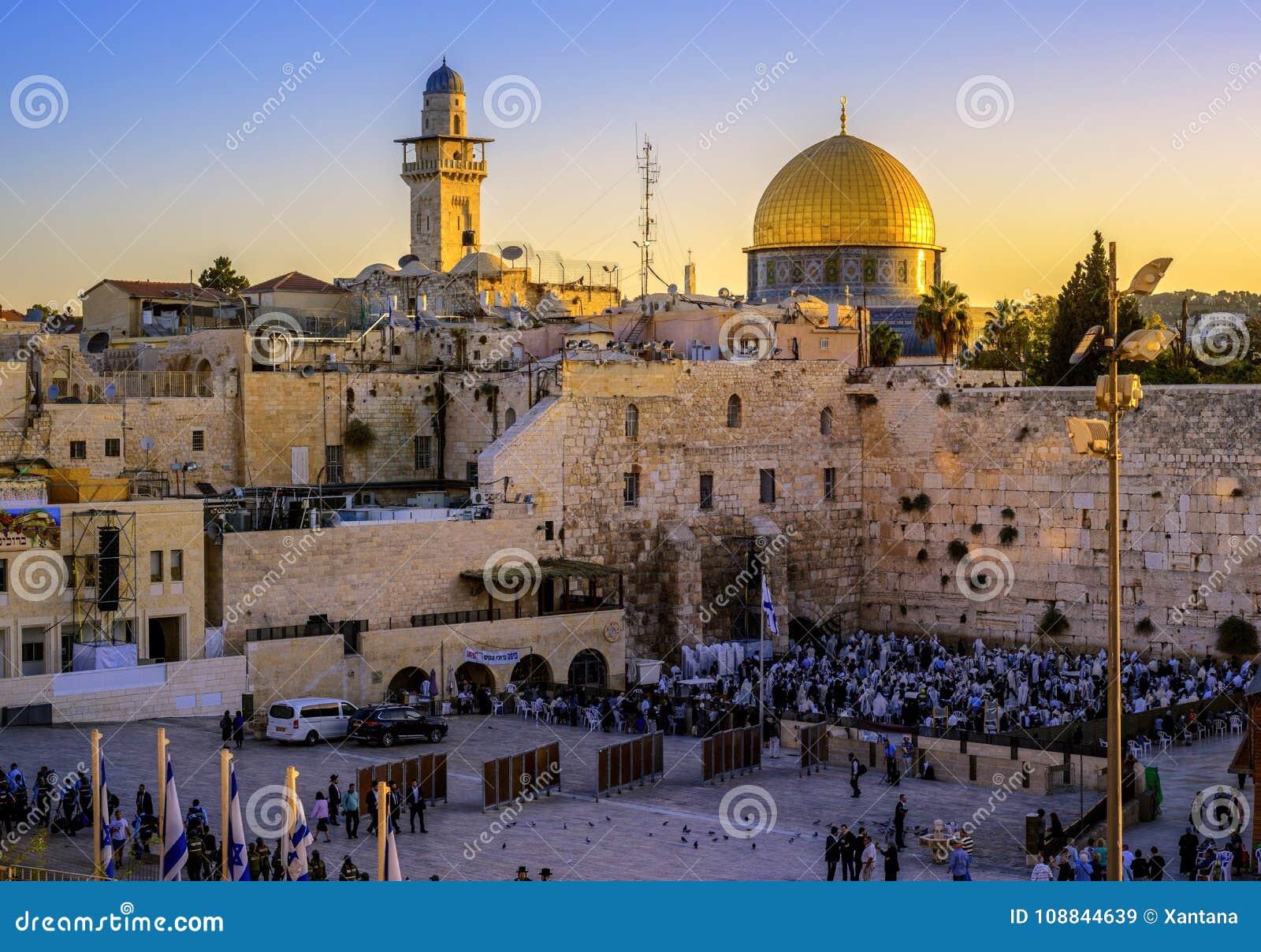 A mesquita ocidental da parede e do Golden Dome, Jerusalém, Israel