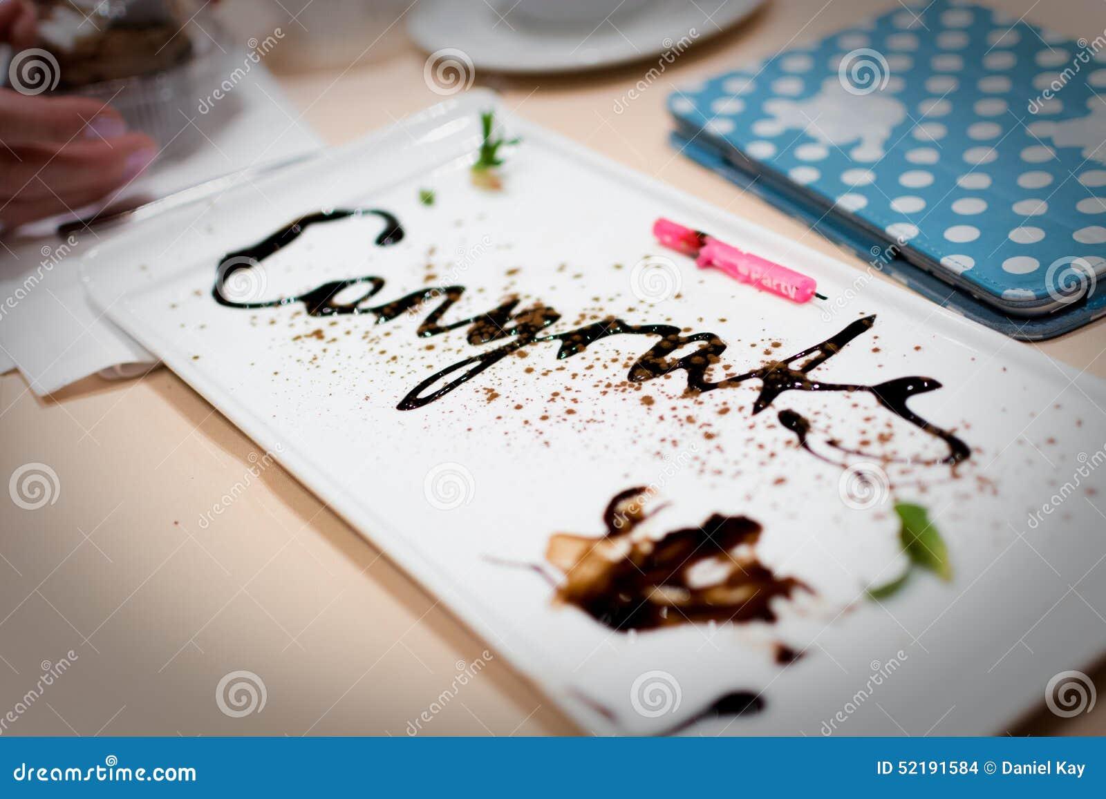 Message De Felicitations Ecrit En Chocolat A Une Fete D Anniversaire