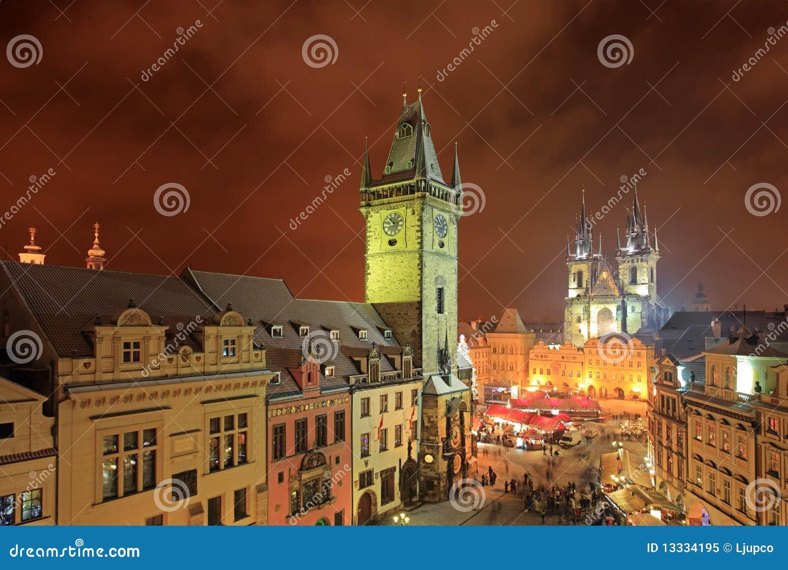 Mesto noc stary Prague kwadrata gwiazdy miasteczko