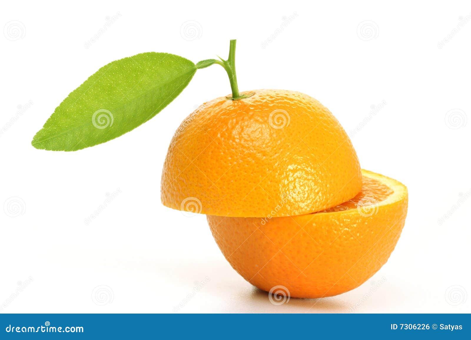 Metà arancioni fresche della frutta