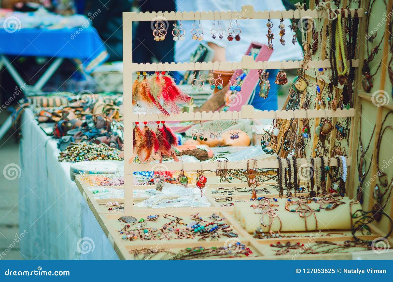 Met de hand gemaakte tentoonstelling-verkoop van uitstekende juwelen