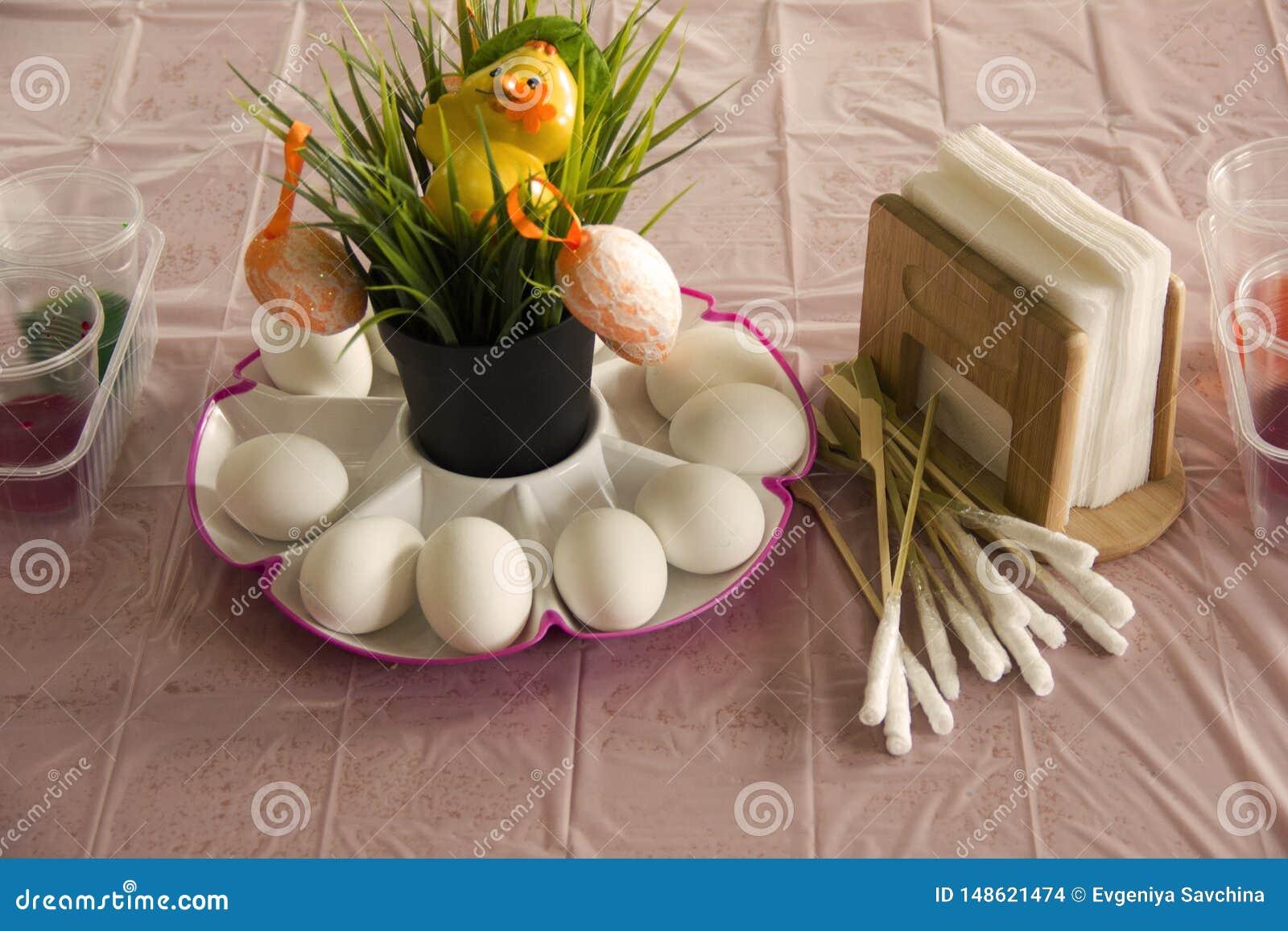 Met een waarde van de lijst voorbereiding voor het schilderen van eieren