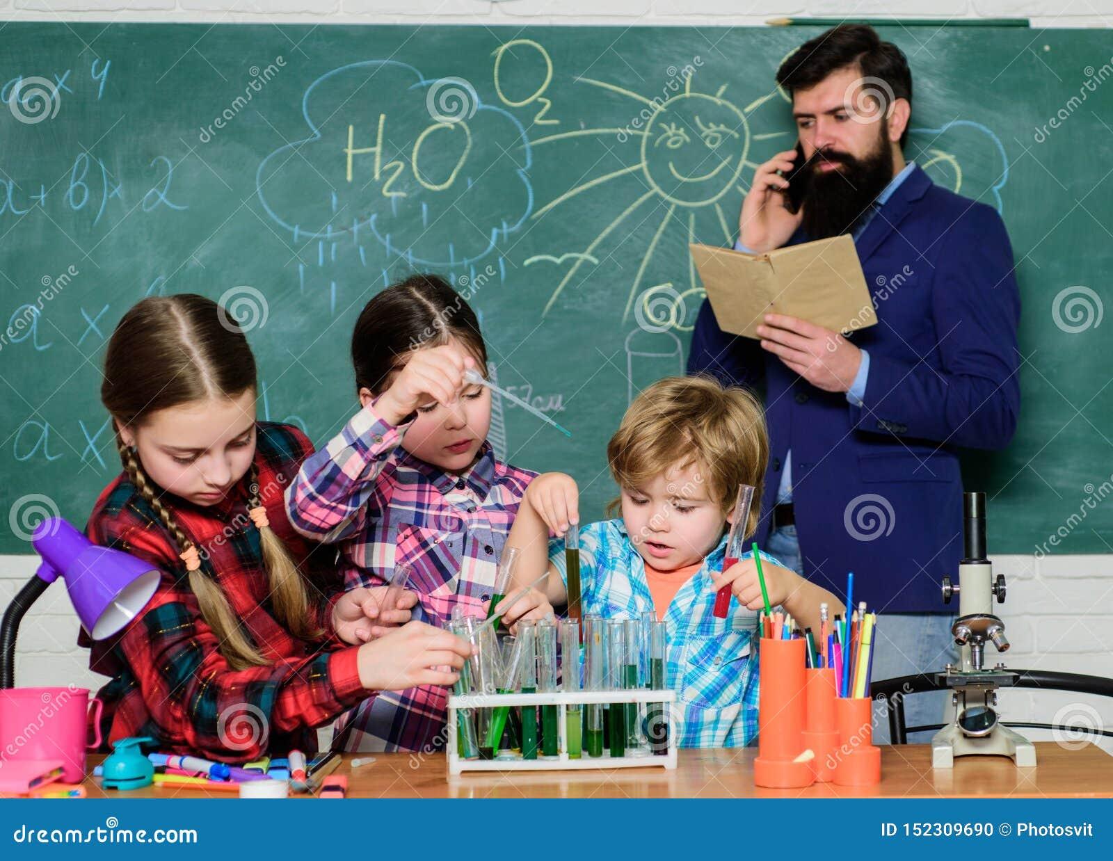 Met ervaring komt kennis formeel onderwijs Chemieklassen Groepsinteractie en mededeling bevorder