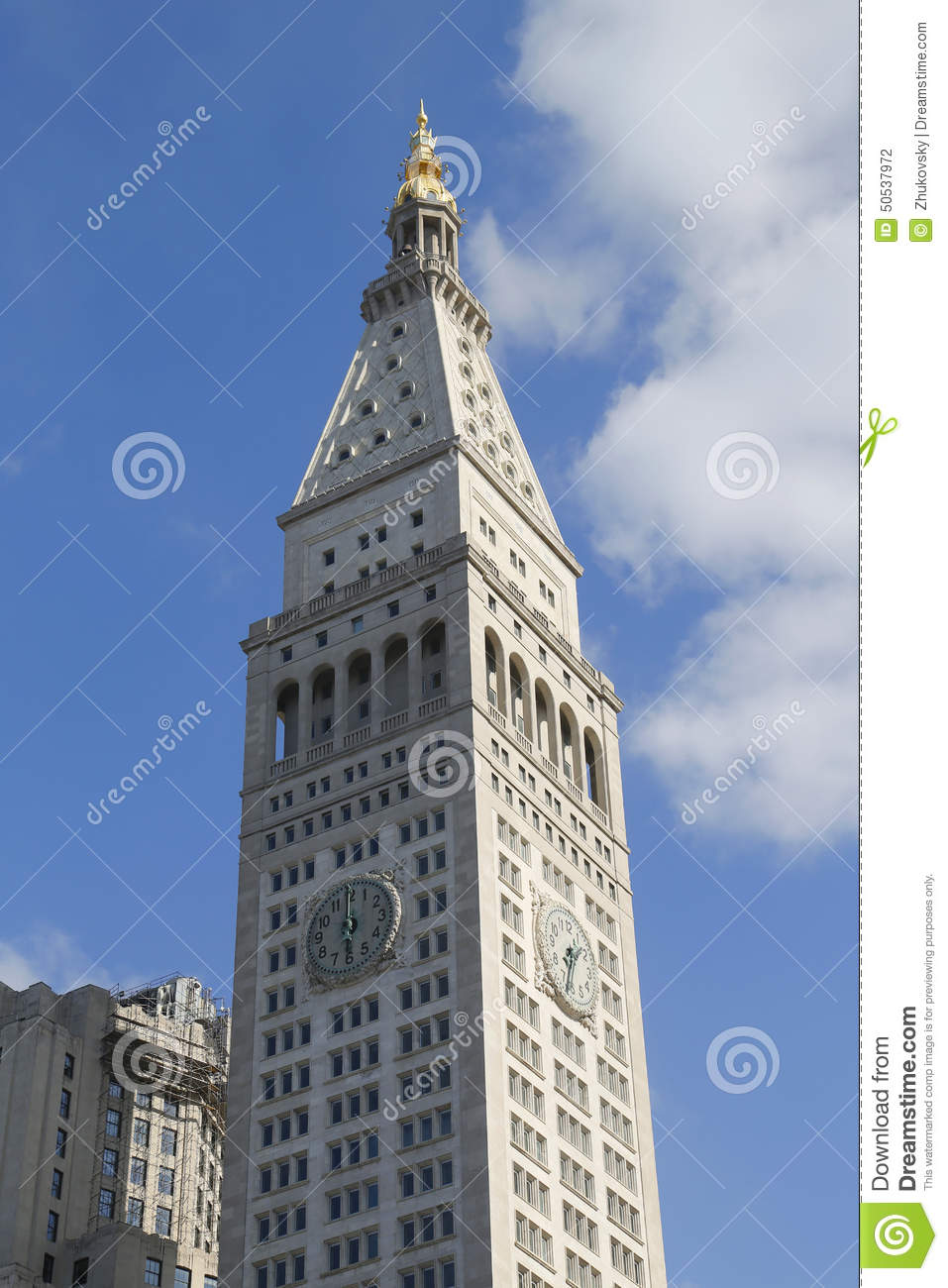 met life tower with iconic clock in flatiron district in
