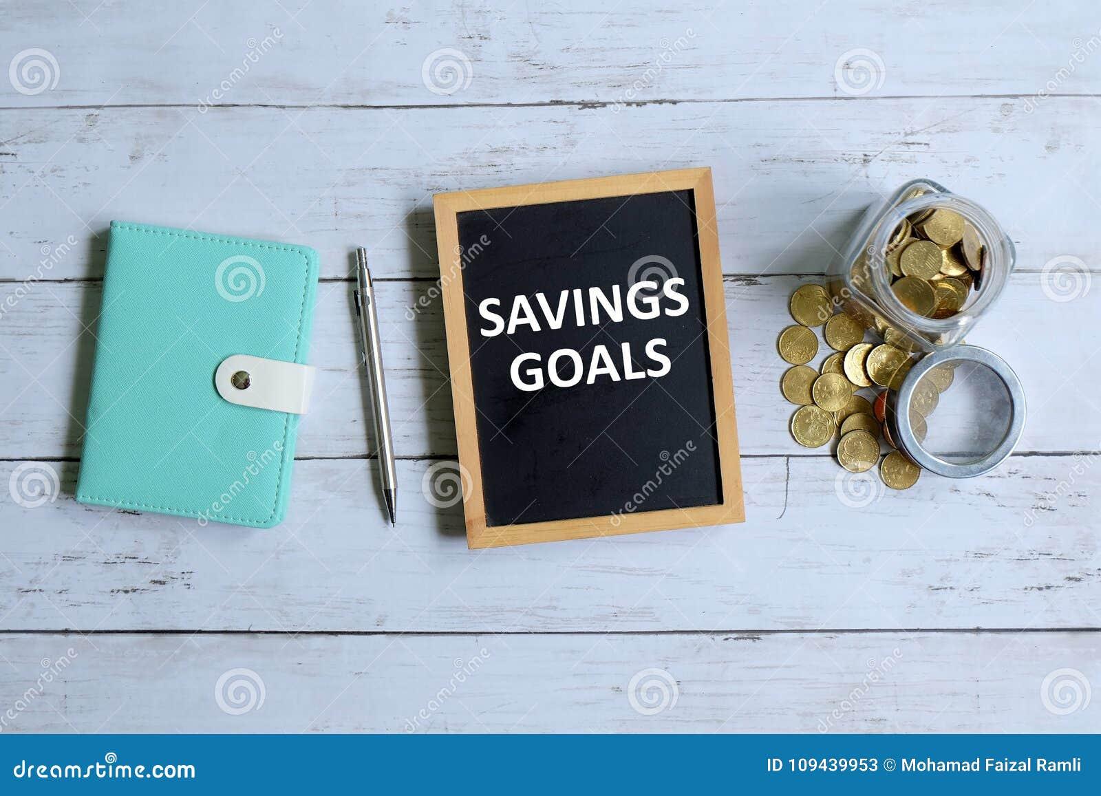 Meta de los ahorros escrita en la pizarra