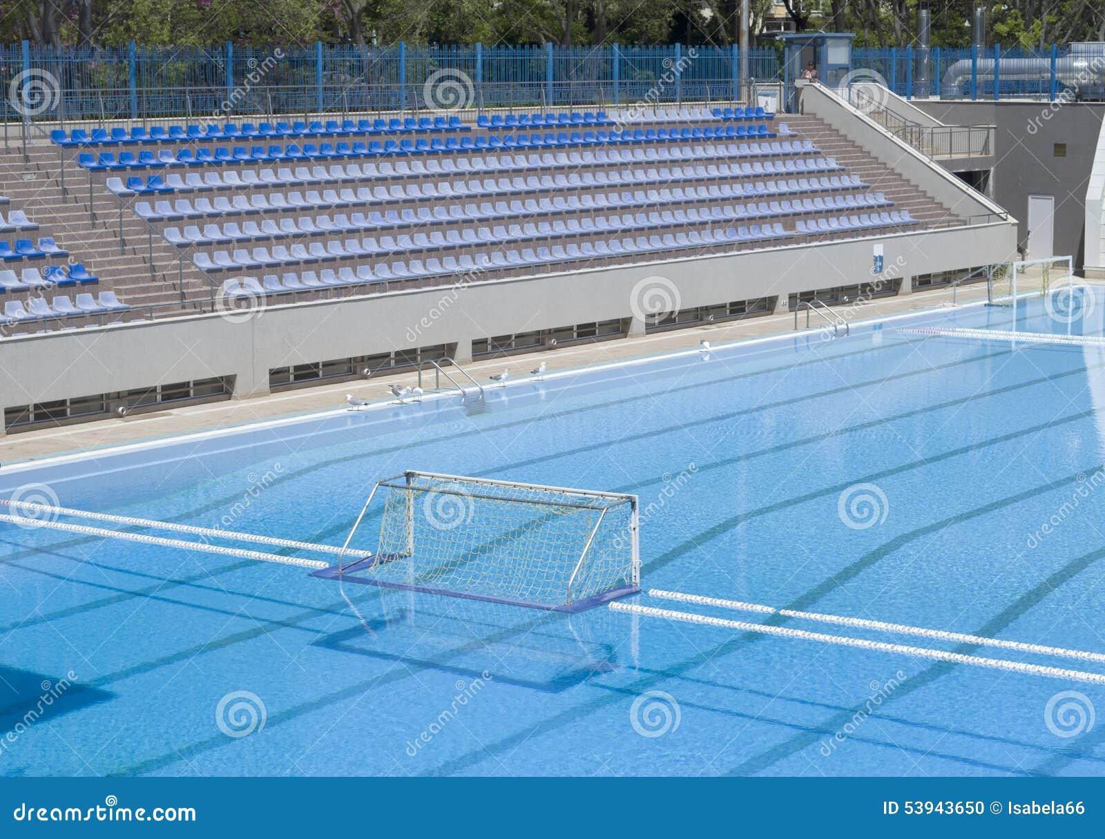 Meta del water polo en la piscina al aire libre foto de for Fotos en la piscina