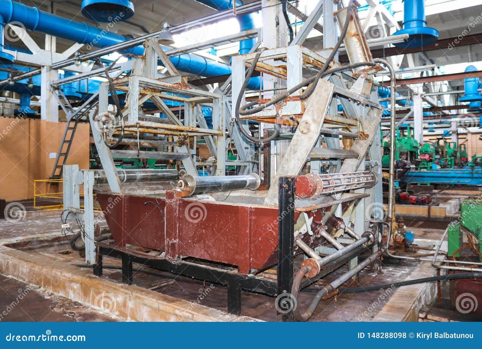 Metaal industrieel krachtig materiaal van de productieafdeling bij de machine-bouwende olieraffinage, chemische petrochemische st