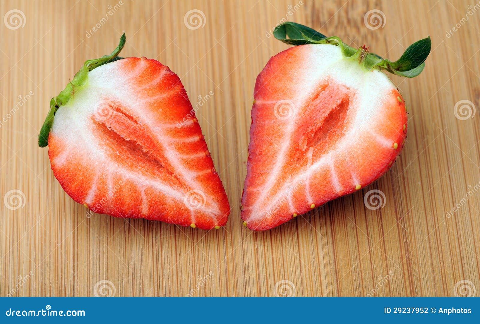 Download Metade dois da morango foto de stock. Imagem de vibrant - 29237952