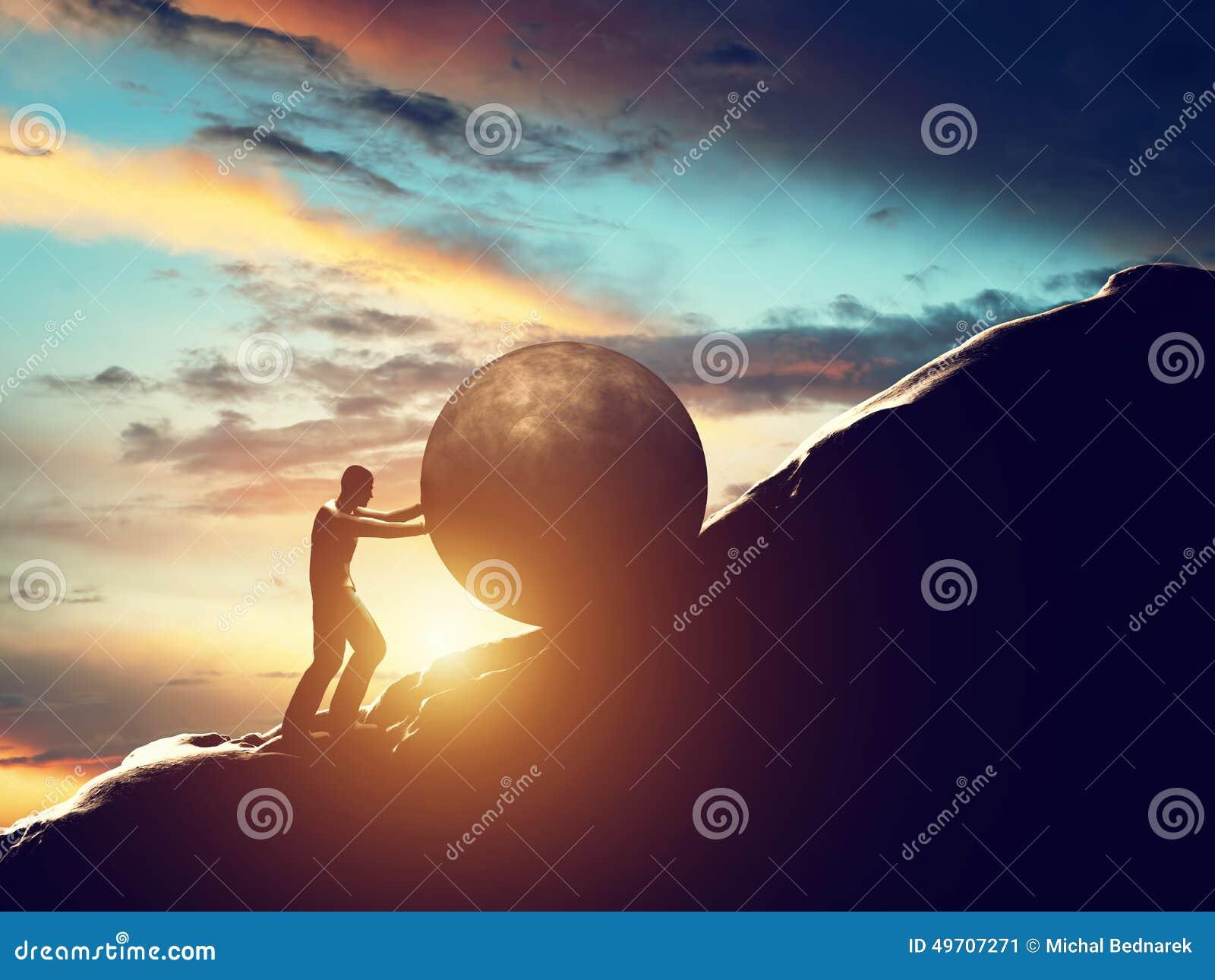Metafora di Sisyphus L uomo che rotola il calcestruzzo enorme incasina la collina