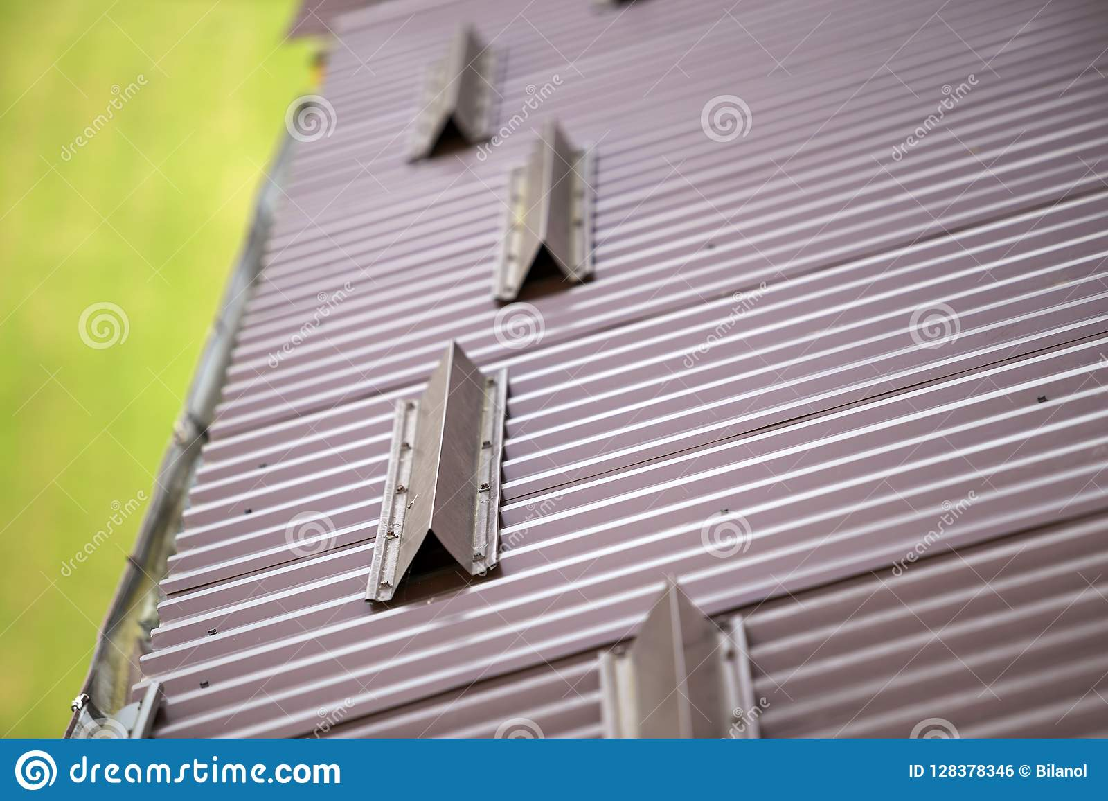 Metal Brown Shingle Tiling House Roof Surface, Rain Gutter