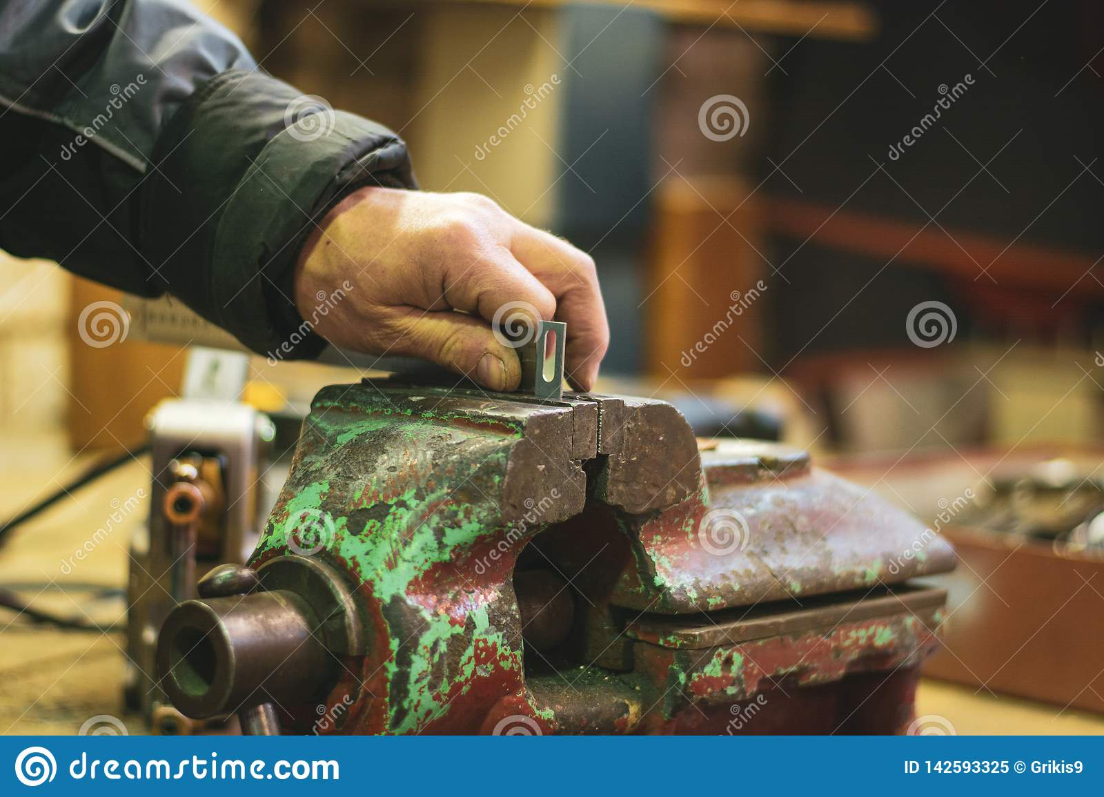 Metal vice and craft worker