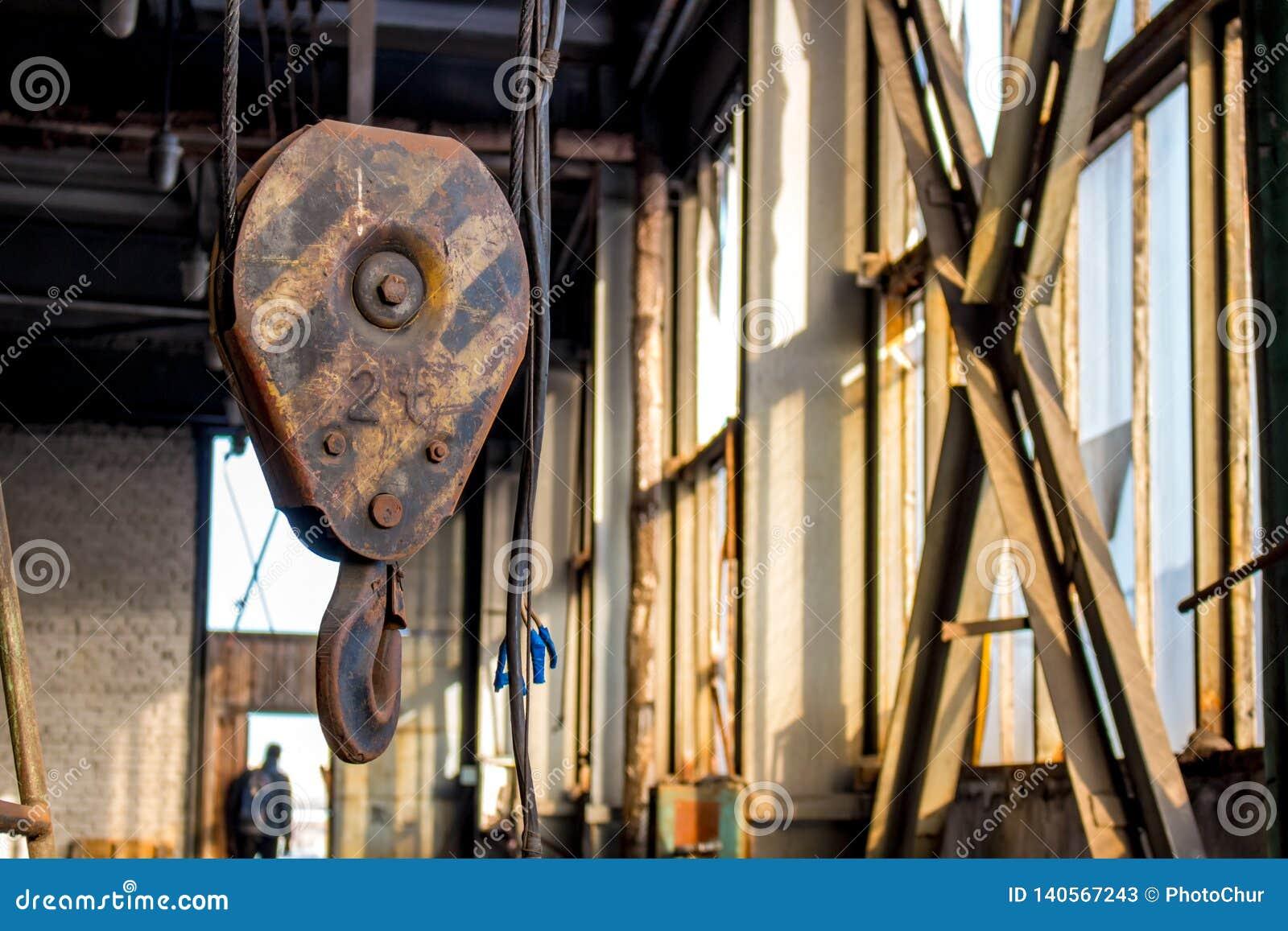 Metal lifting hook