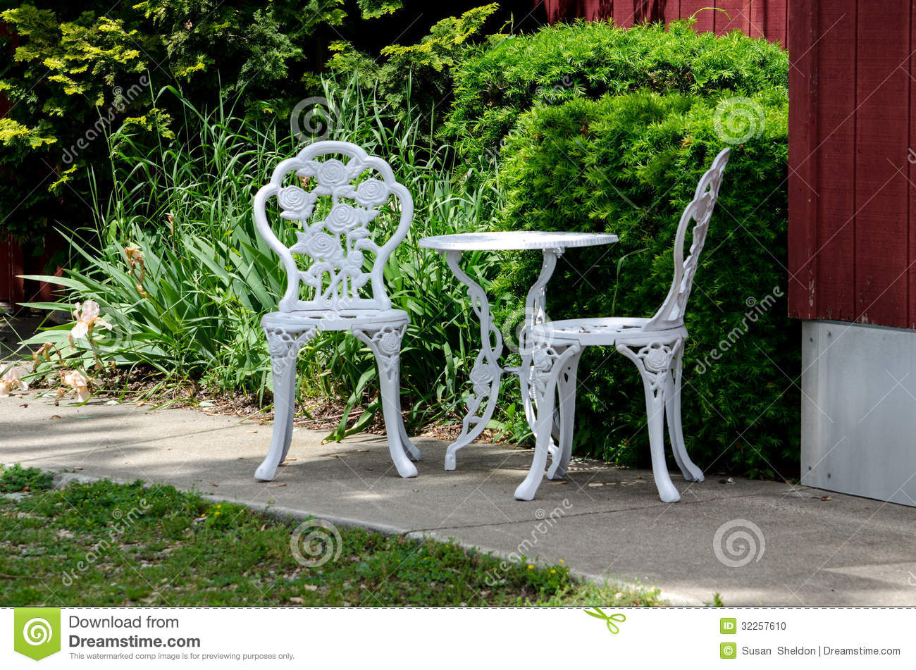 Metal outdoor table and chairs stock photo image 32257610 for Small outdoor table and chairs