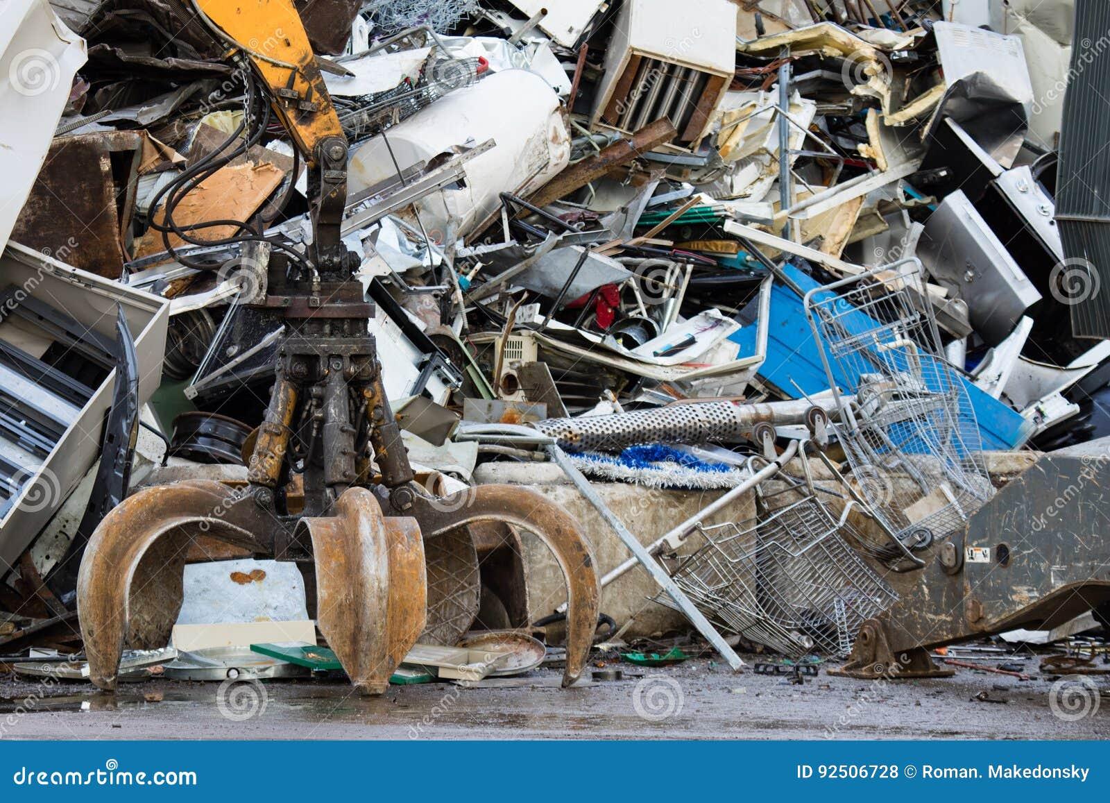 Metal Recycling Yard  Powerfull Mechanical Grabbyng Arm