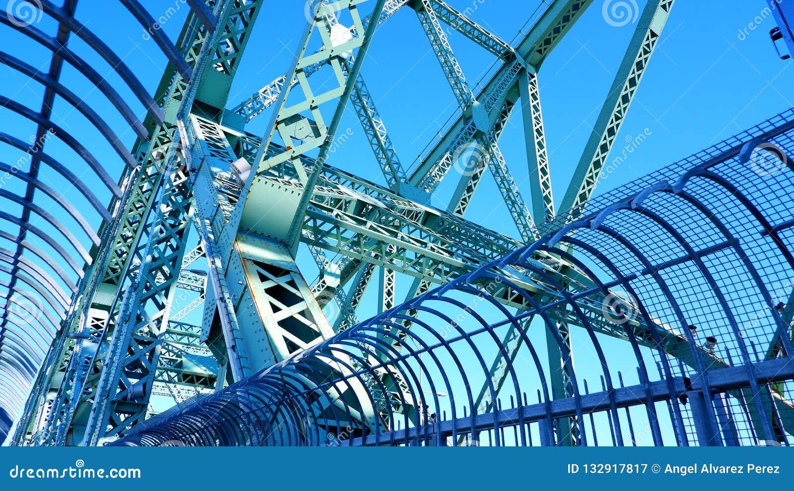 Metal struktury Jacques Cartier most