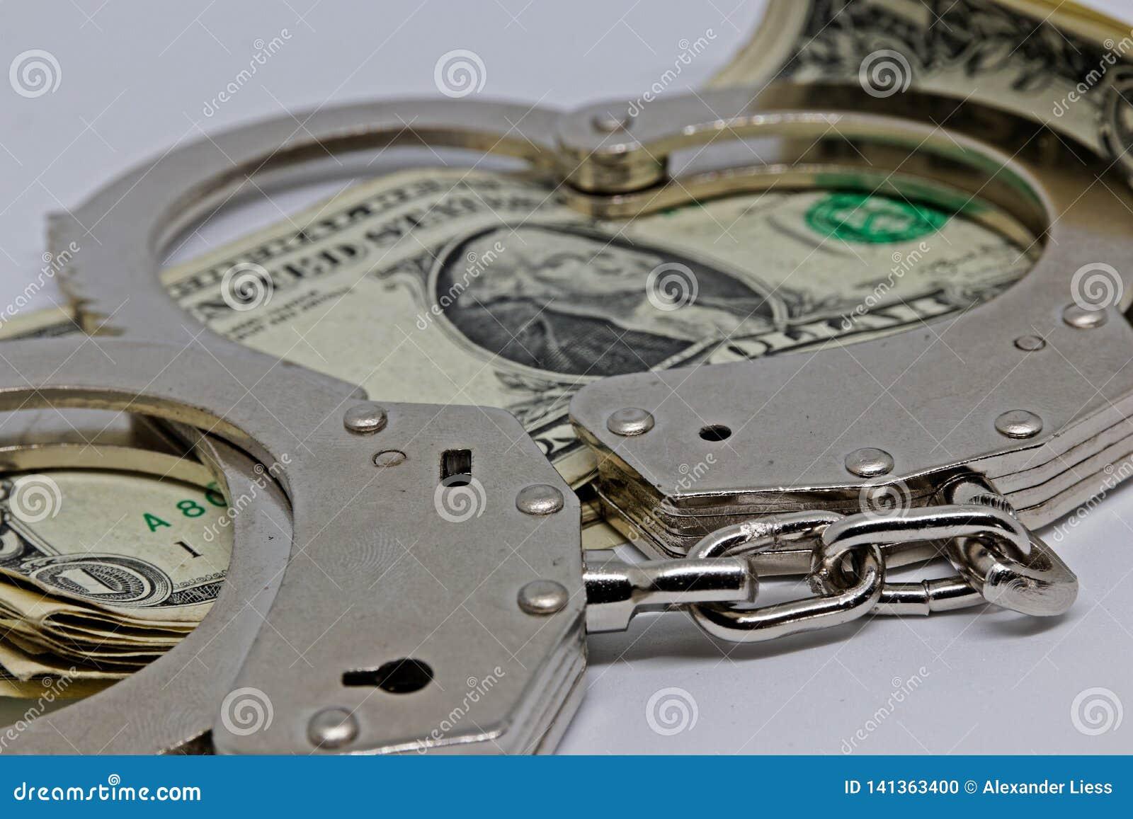Metall pieniądze i kajdanki