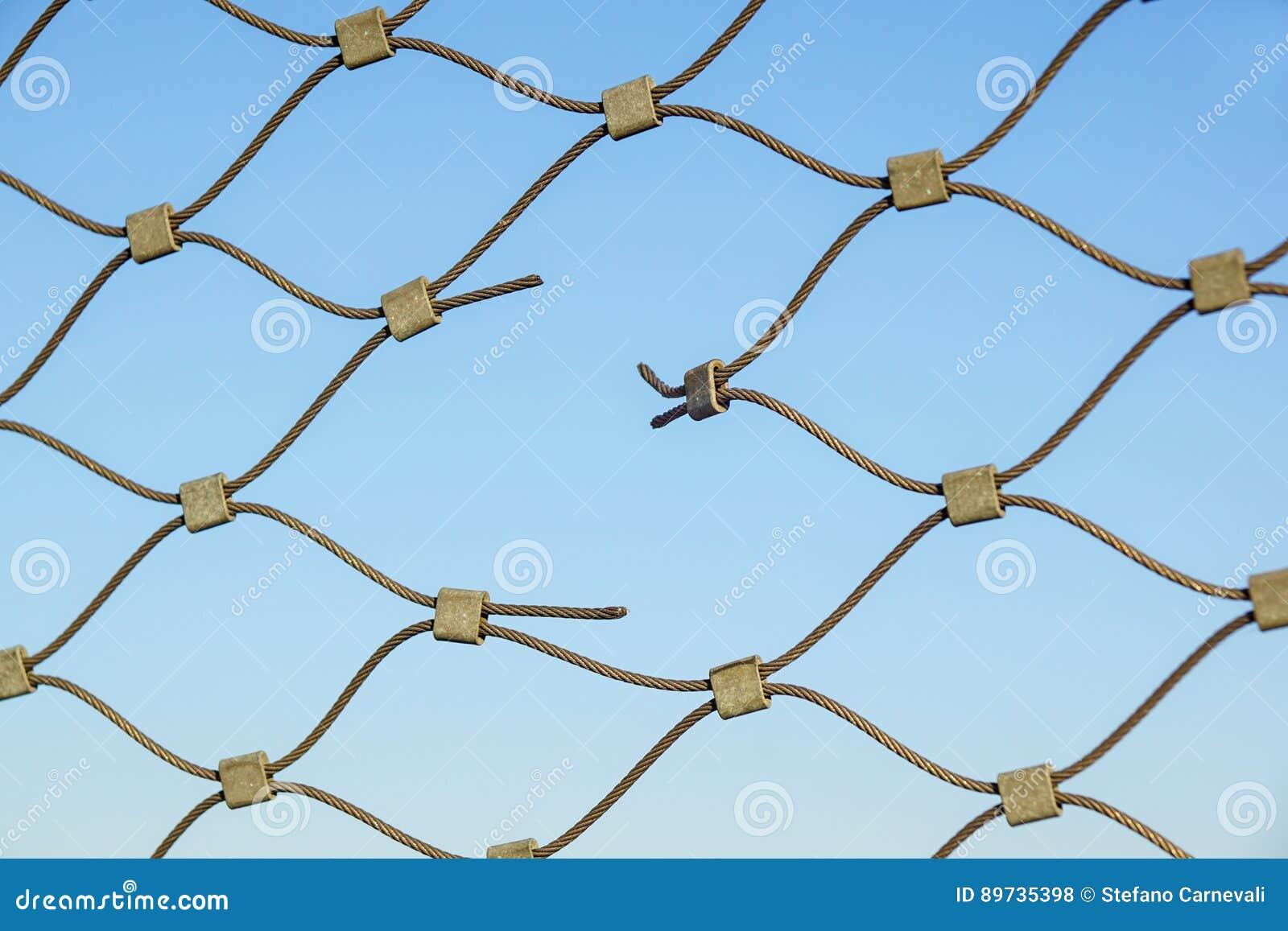 metalldraht-zaunschutz chainlink hintergrund stockfoto - bild von