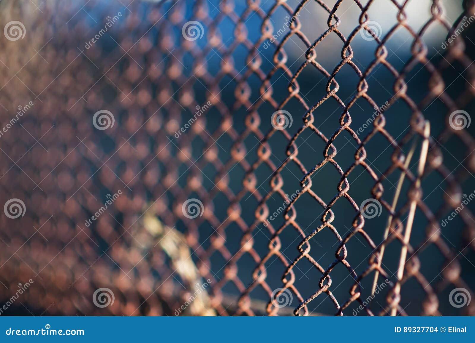 Metallischer Rostiger Zaun Des Alten Gitterstahleisens Industriell