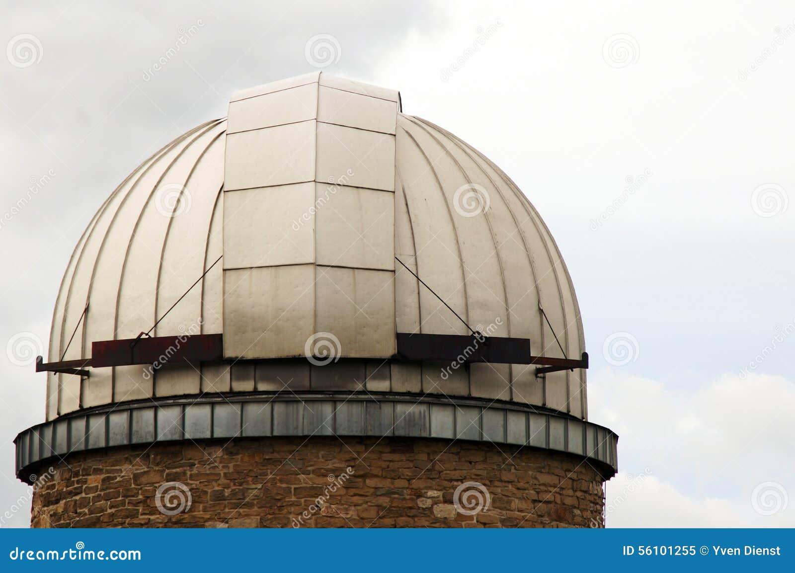 Metallkupol av observatoriet Stuttgart