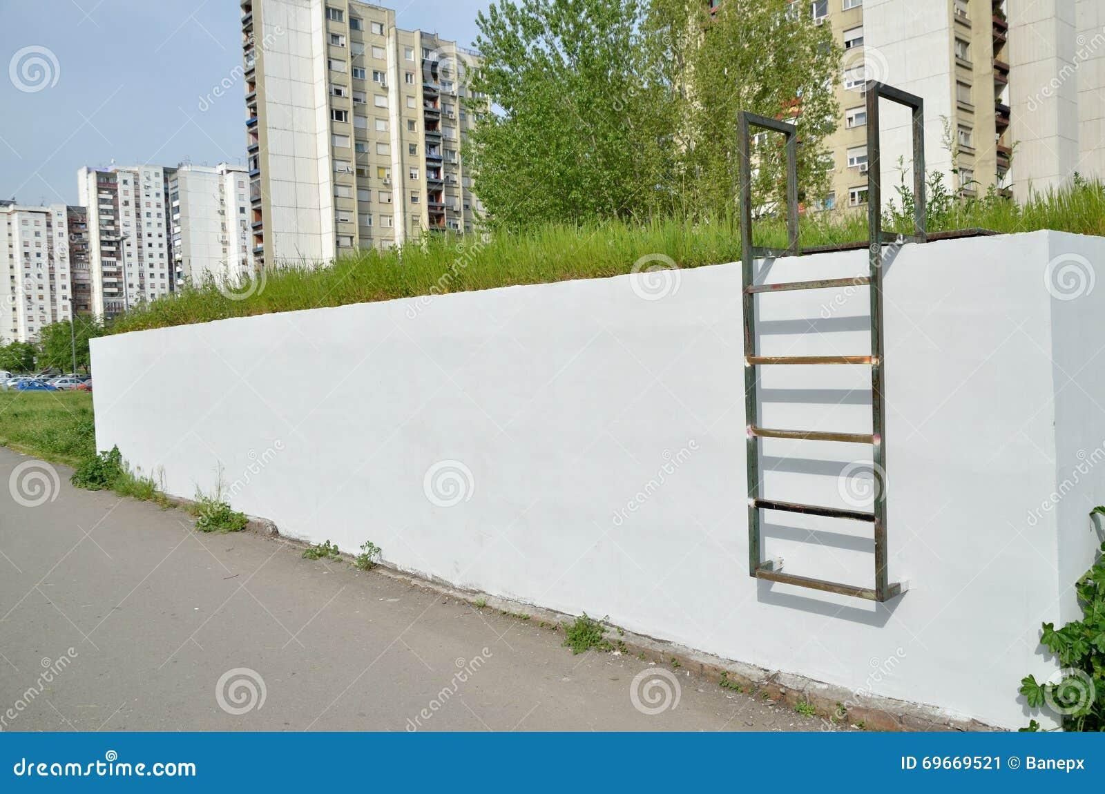 Metallleiter Auf Wand Als Graffiti-Hintergrund Stockbild - Bild von ...