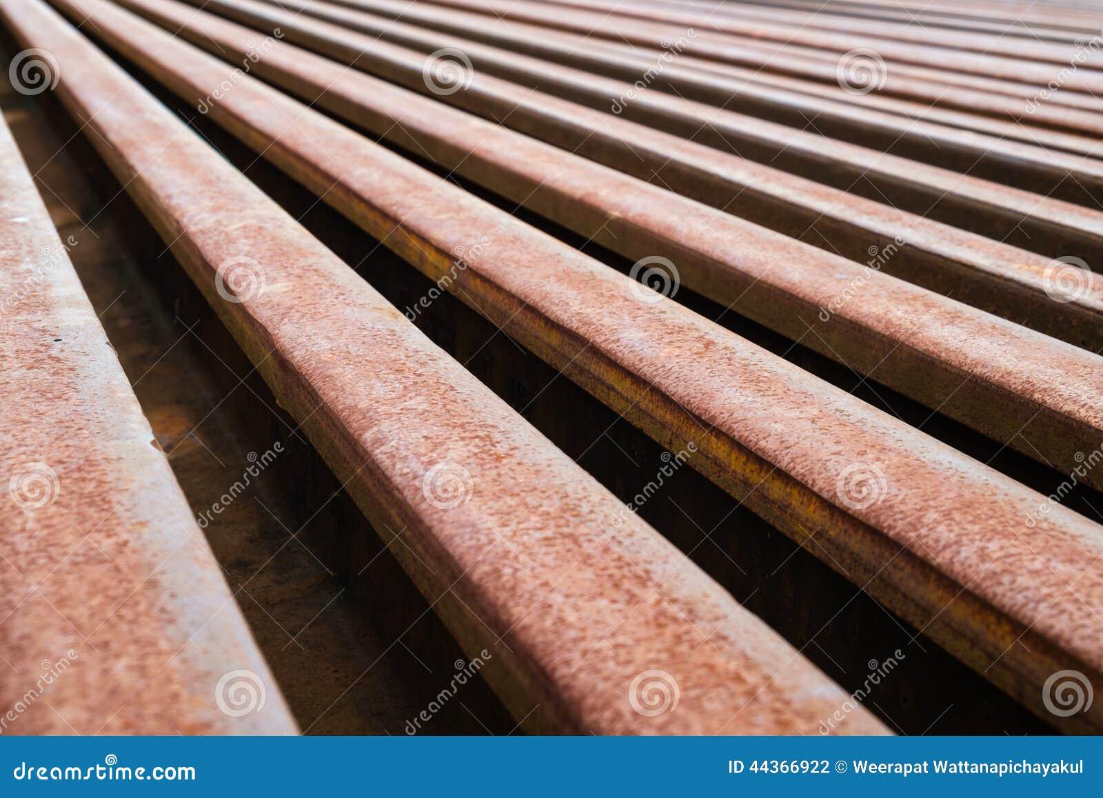 Metallo arrugginito della ferrovia