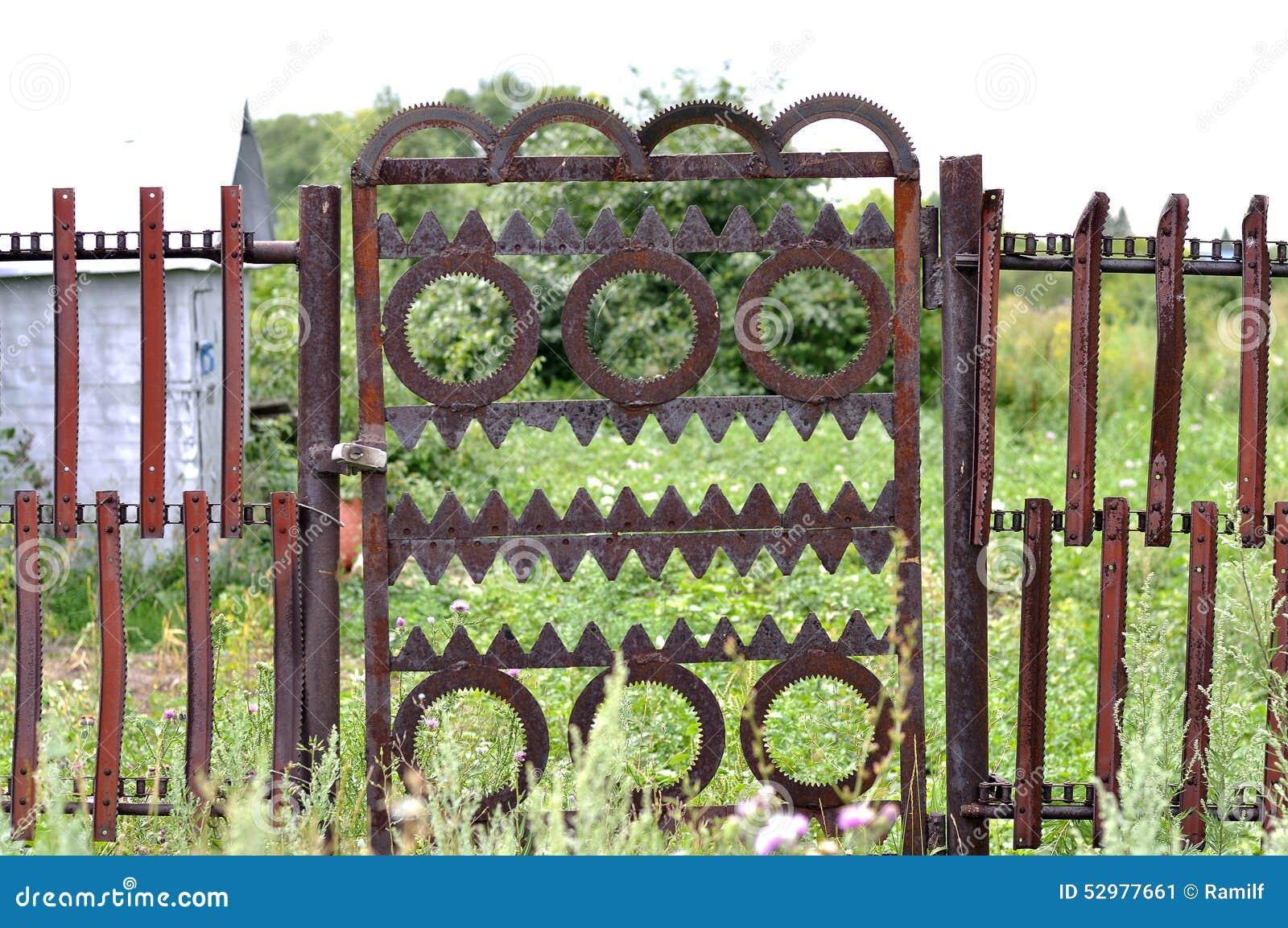 Metalltor Im Garten Stockbild Bild Von Auslegung Sicherheit 52977661