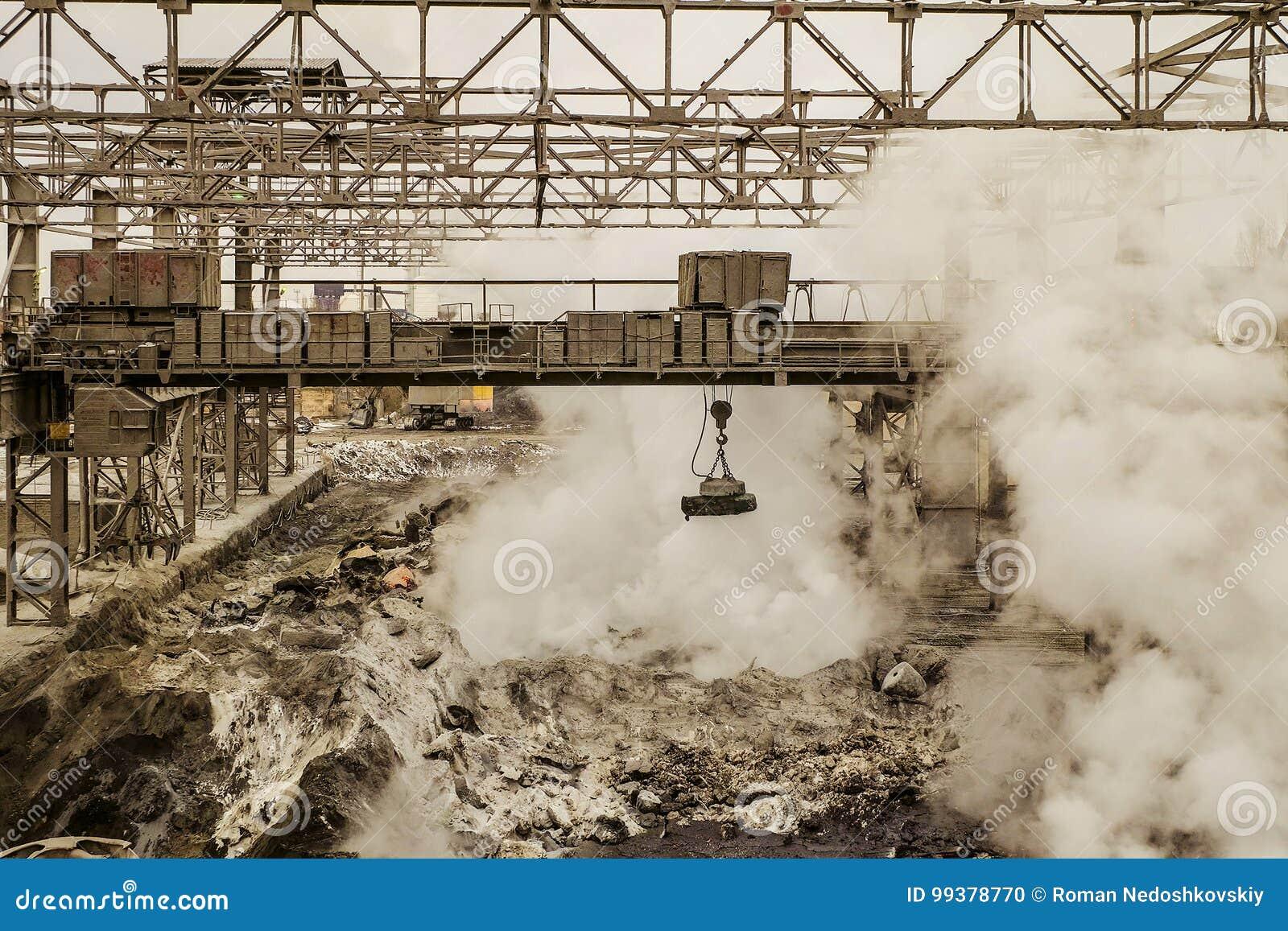 Metallurgische hete slakkenstortplaats met magnetische luchtkraan