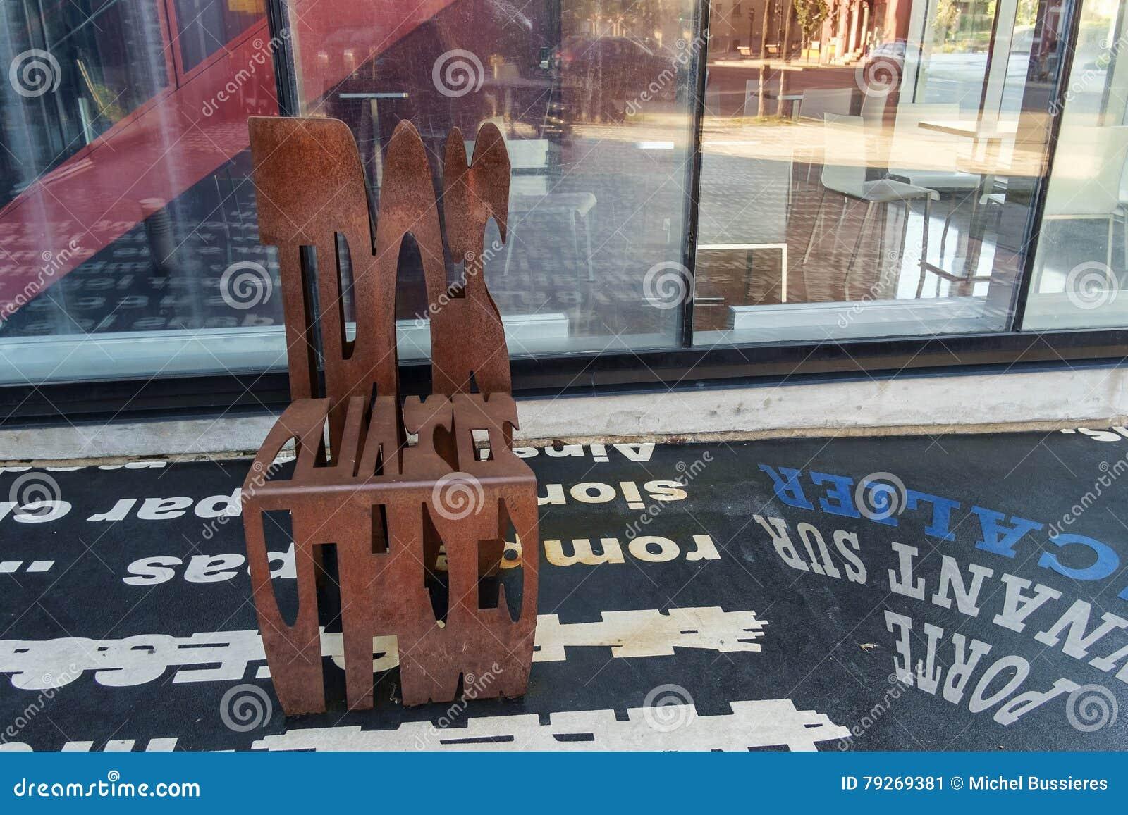 Metalu chrzcielnica Rdzewiejący krzesło