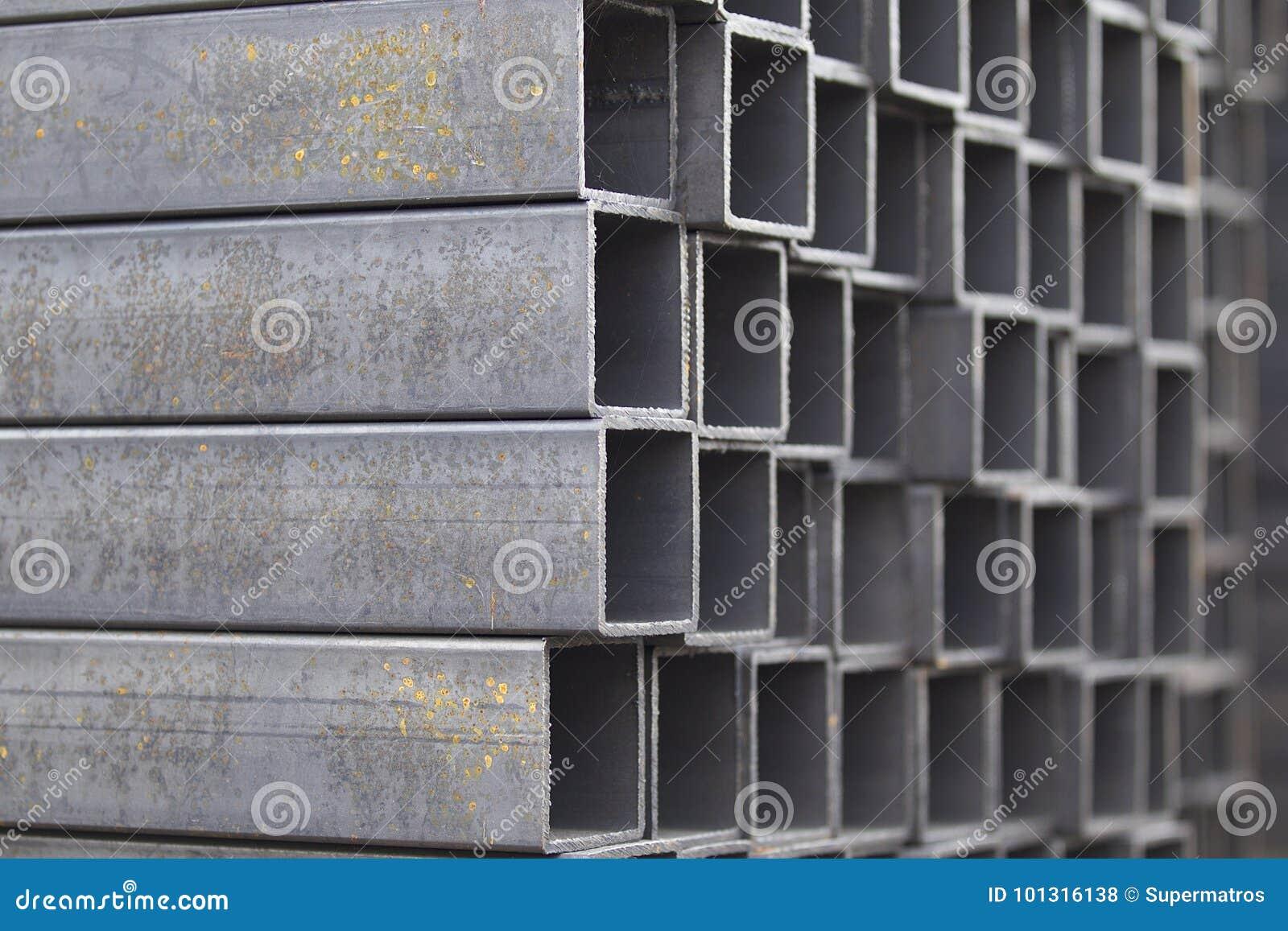 Metalu profilu drymba prostokątny przekrój poprzeczny w paczkach przy magazynem metali produkty