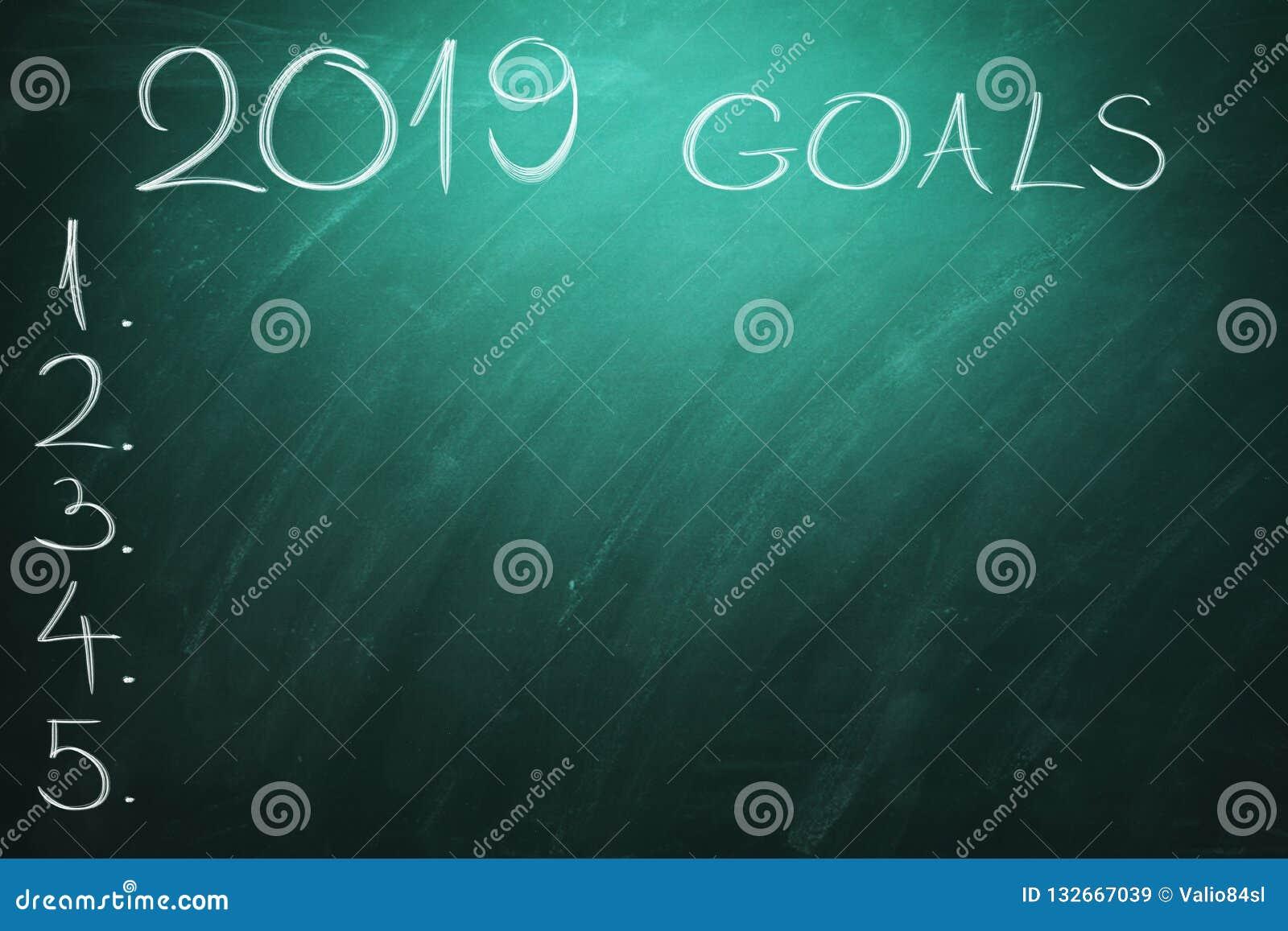 2019 metas en tablero verde pizarra Año Nuevo - nuevos desafíos del negocio