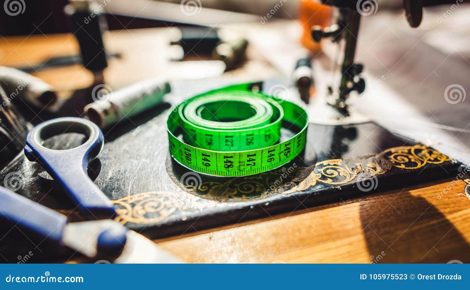 Metend band en naaiend materiaal